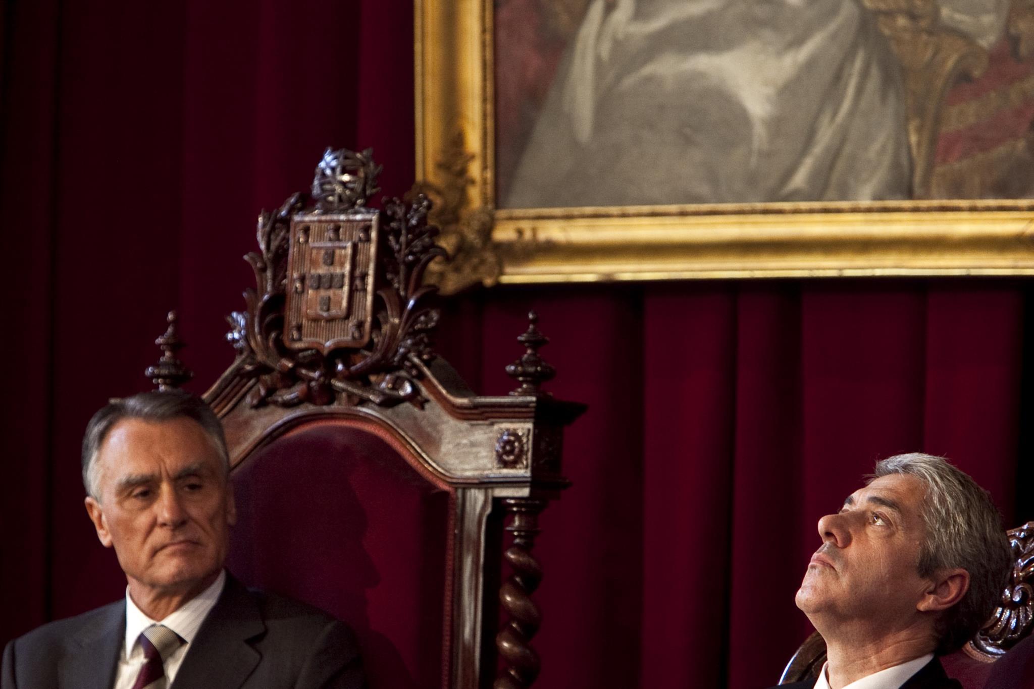 PÚBLICO - Cavaco diz que Sócrates interveio em negócio da Caixa