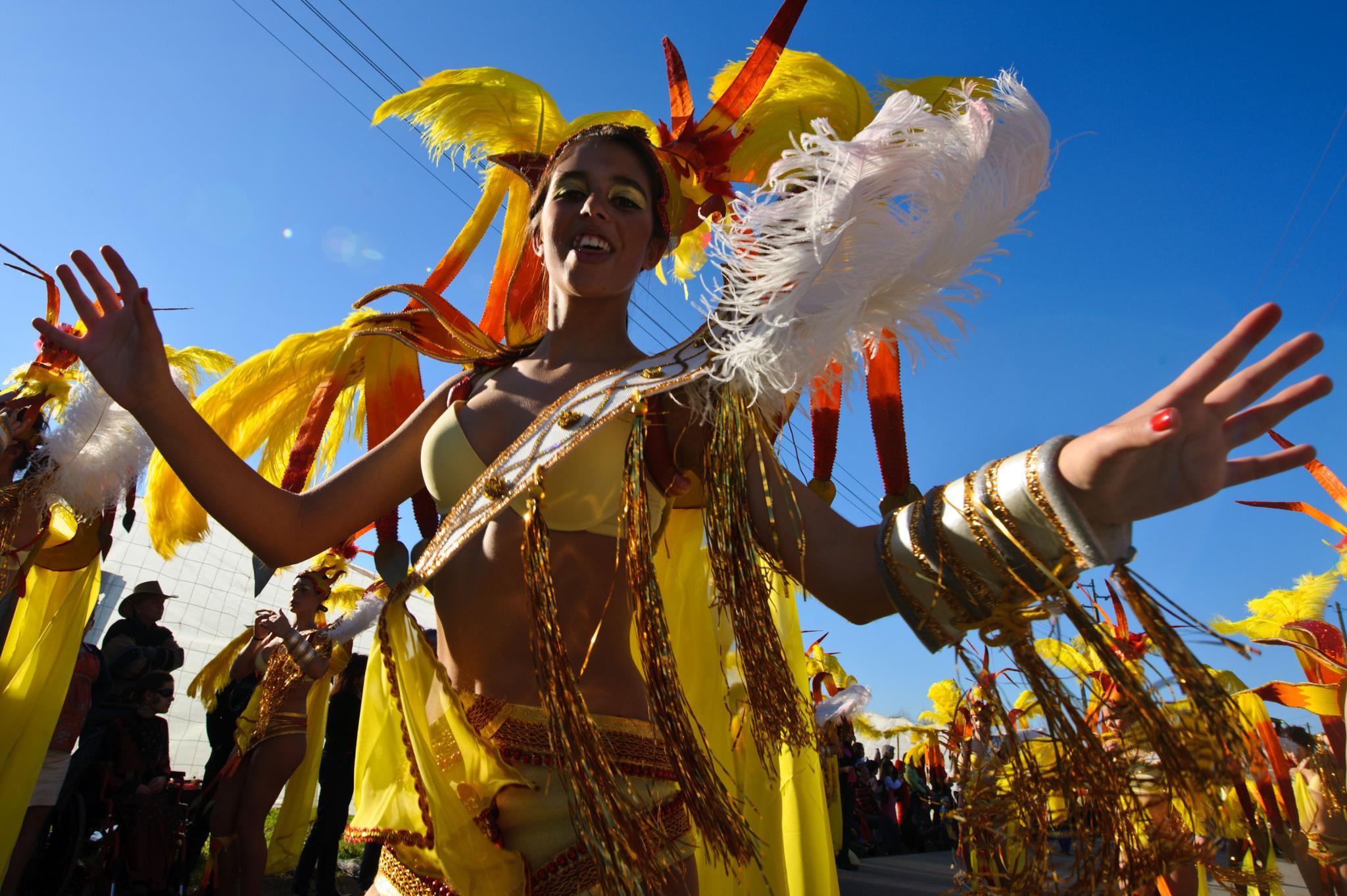 PÚBLICO - Governo dá tolerância de ponto no Carnaval