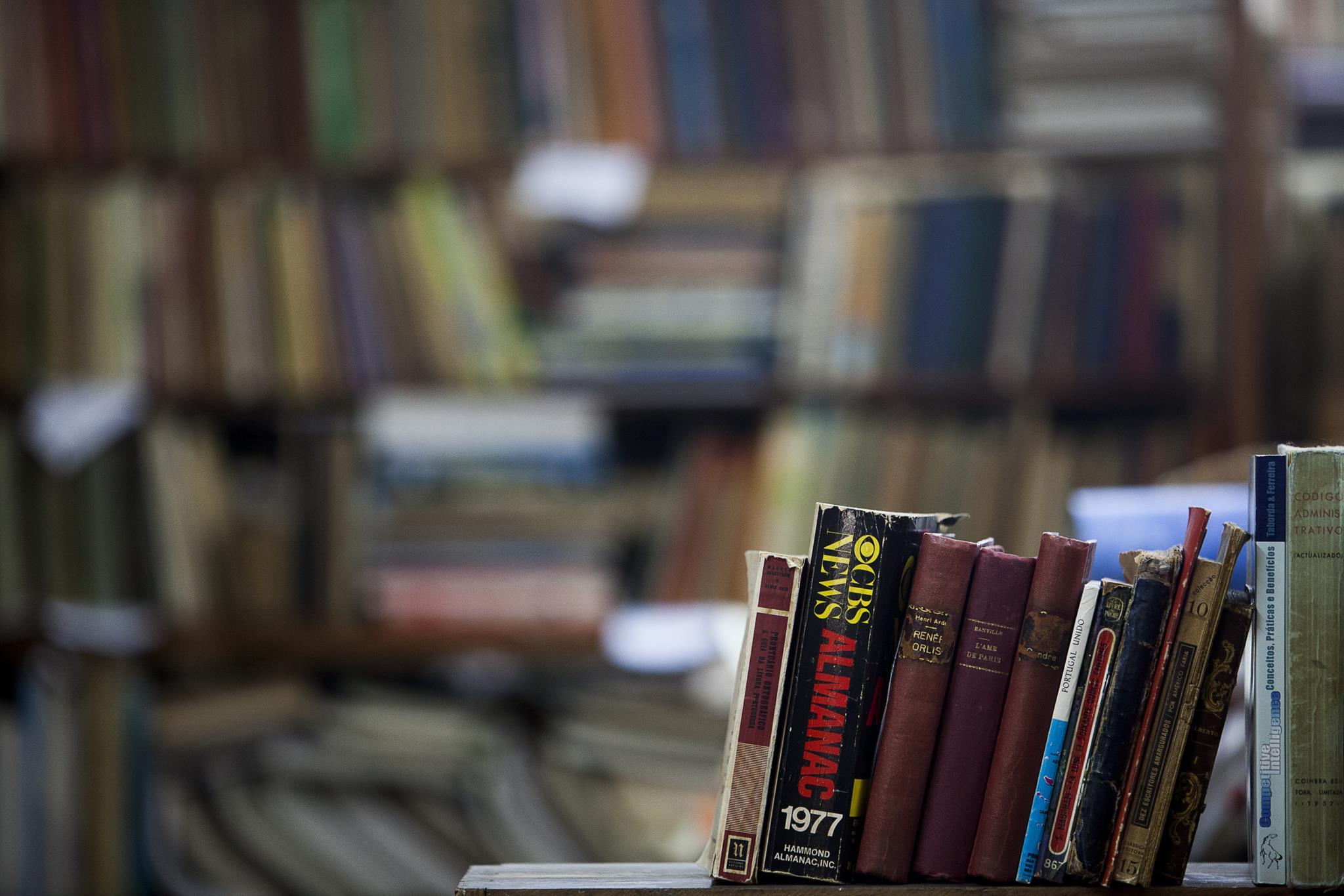 PÚBLICO - Quer arranjar espaço nas prateleiras? Venha vender livros a Cedofeita