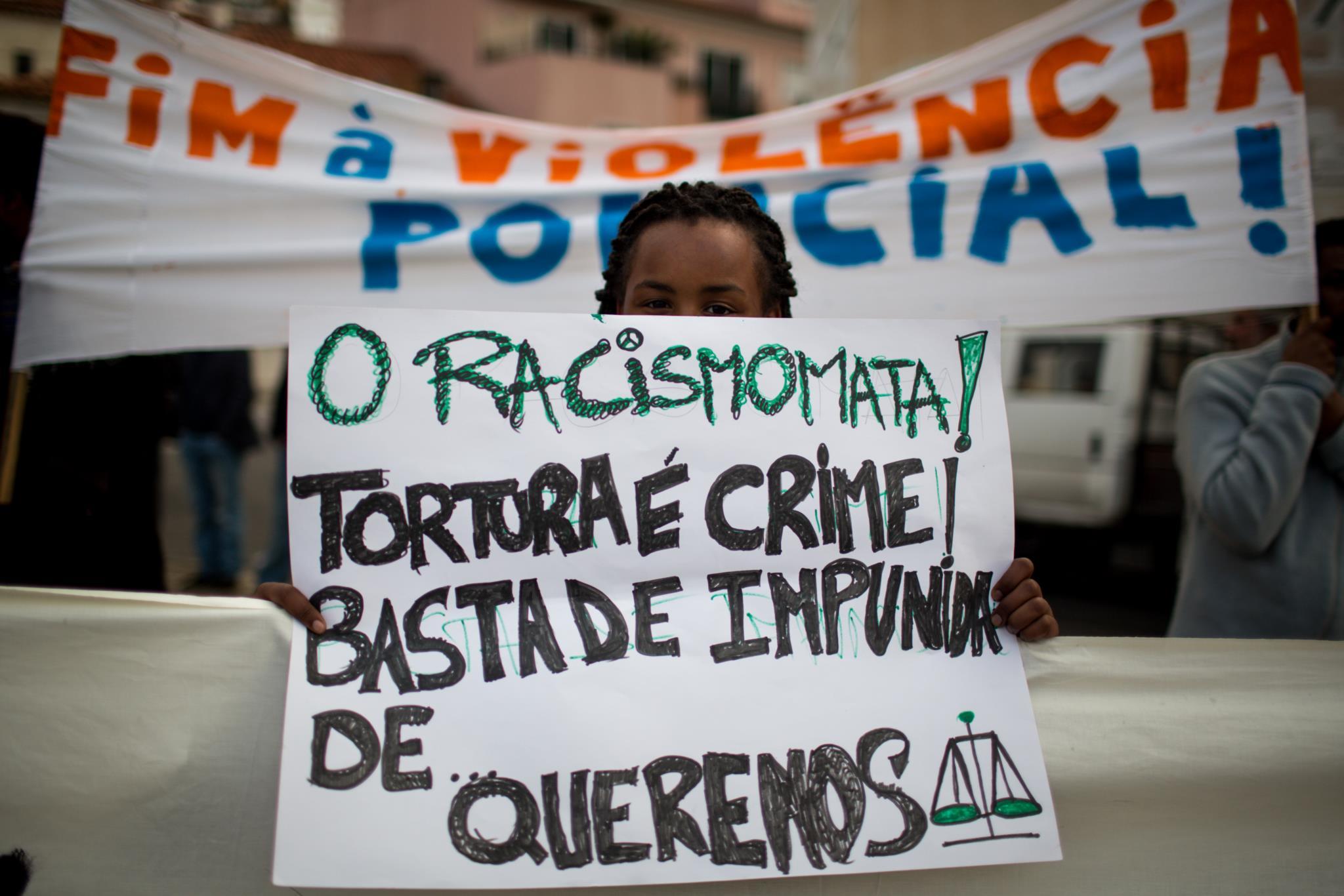 PÚBLICO - O racismo deve ser punido com multas pesadas ou com penas de prisão?