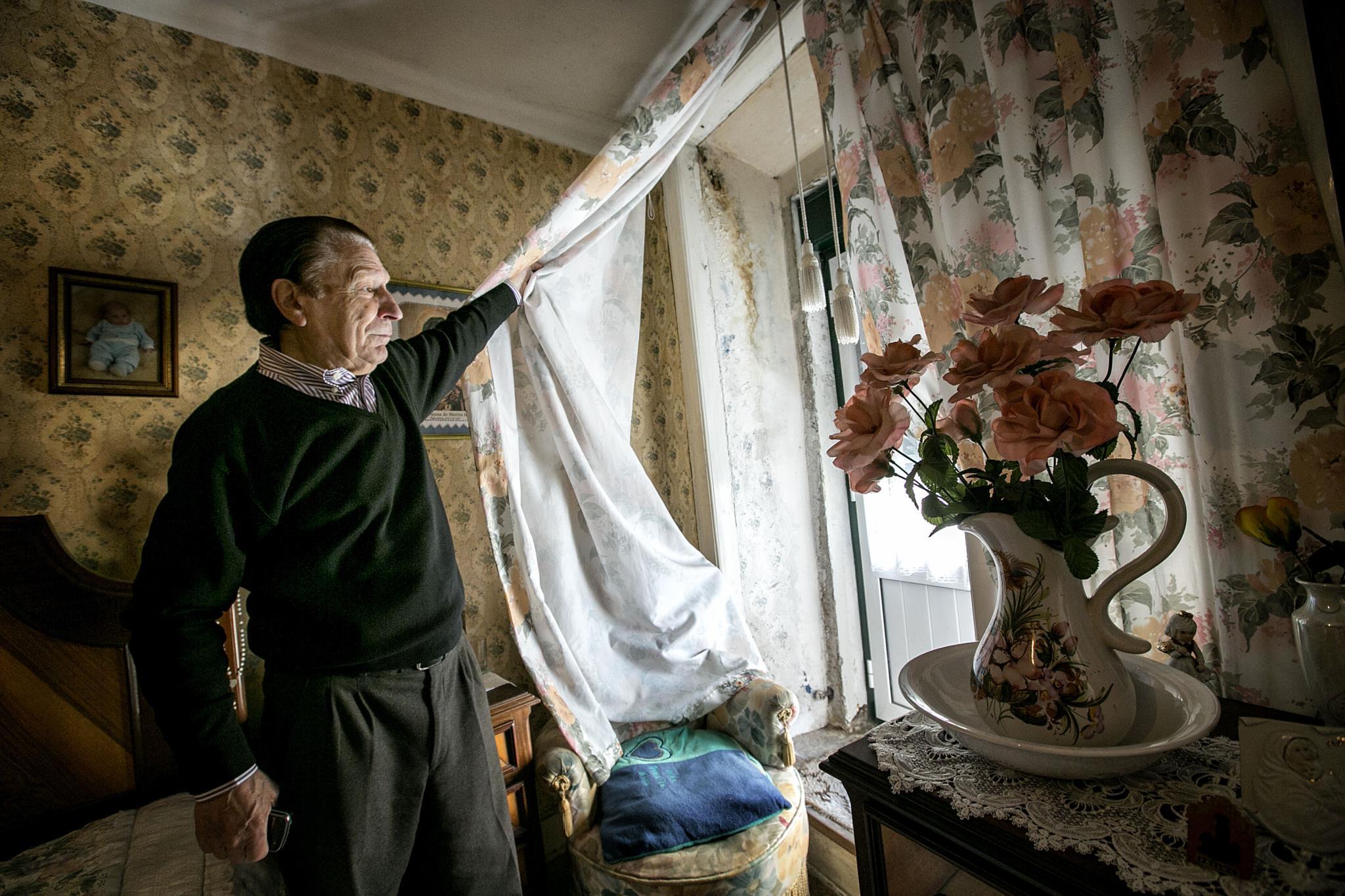 PÚBLICO - Há 17 famílias num prédio da Mouraria que vão ficar sem casa