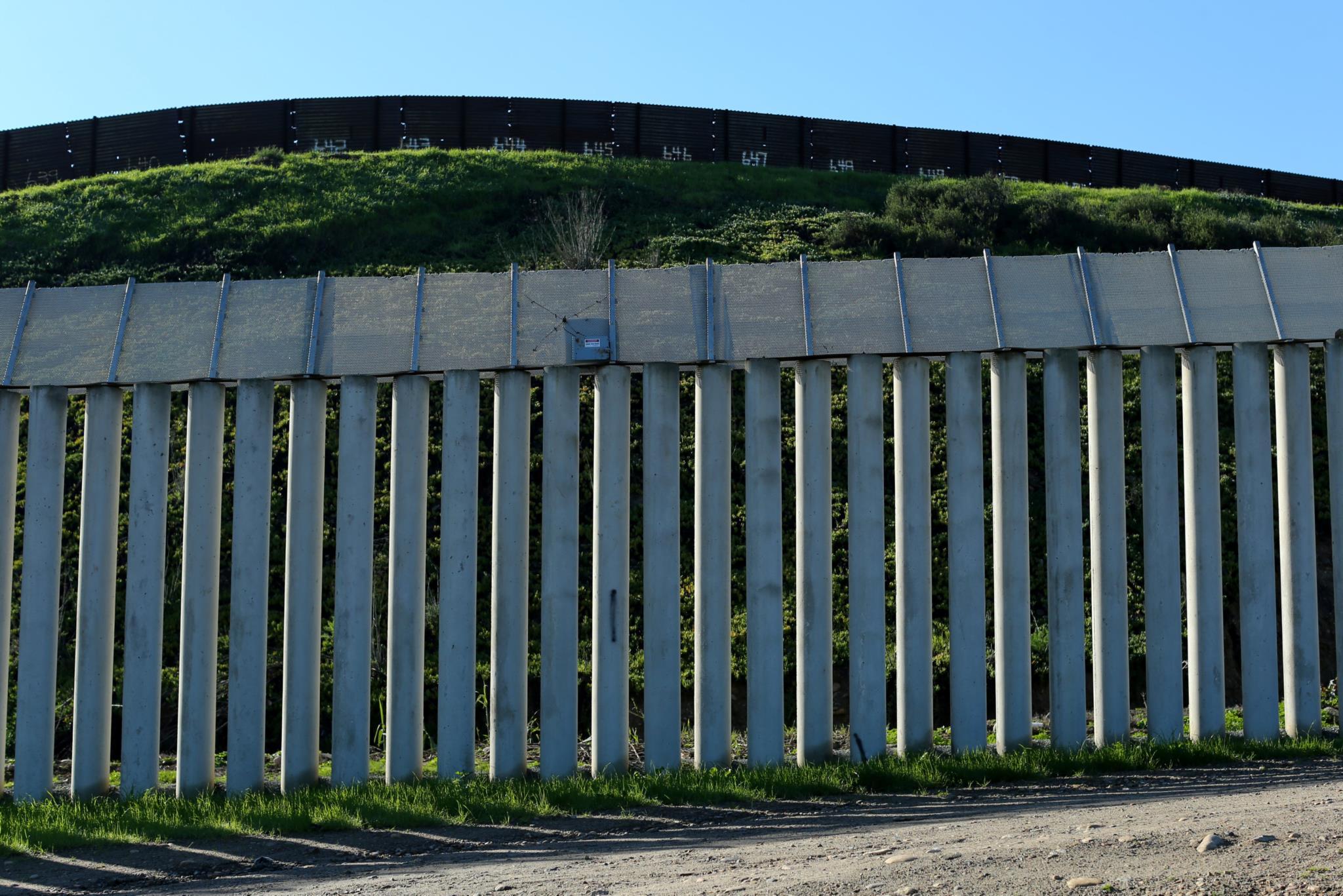 PÚBLICO - Mexicano deportado dos EUA suicida-se na fronteira