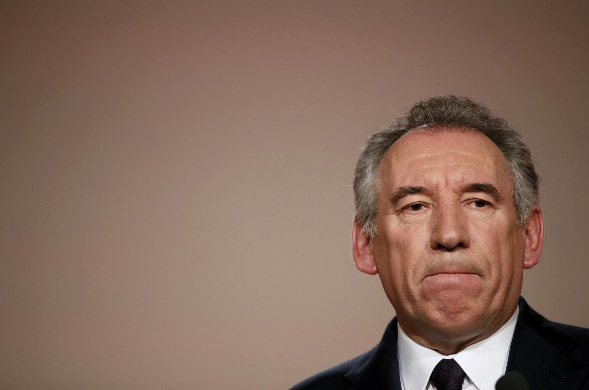 PÚBLICO - Macron aceita aliança proposta pelo centrista Bayrou