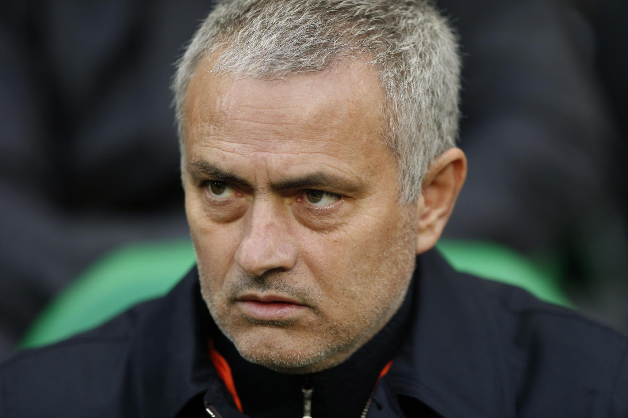 PÚBLICO - Mourinho confirma passagem aos oitavos-de-final da Liga Europa