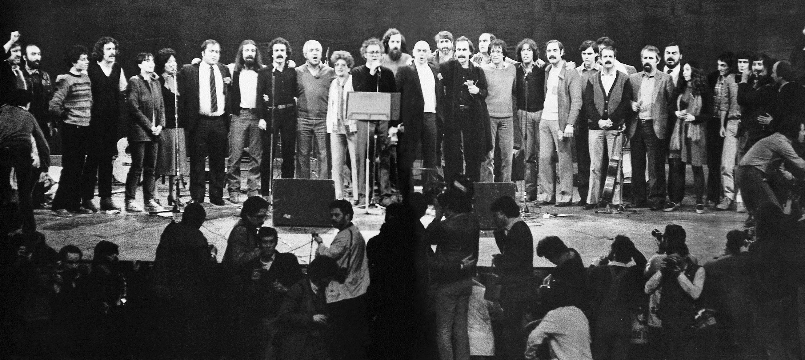 PÚBLICO - A fotografia de família que juntou palco e plateia no final de um concerto memorável