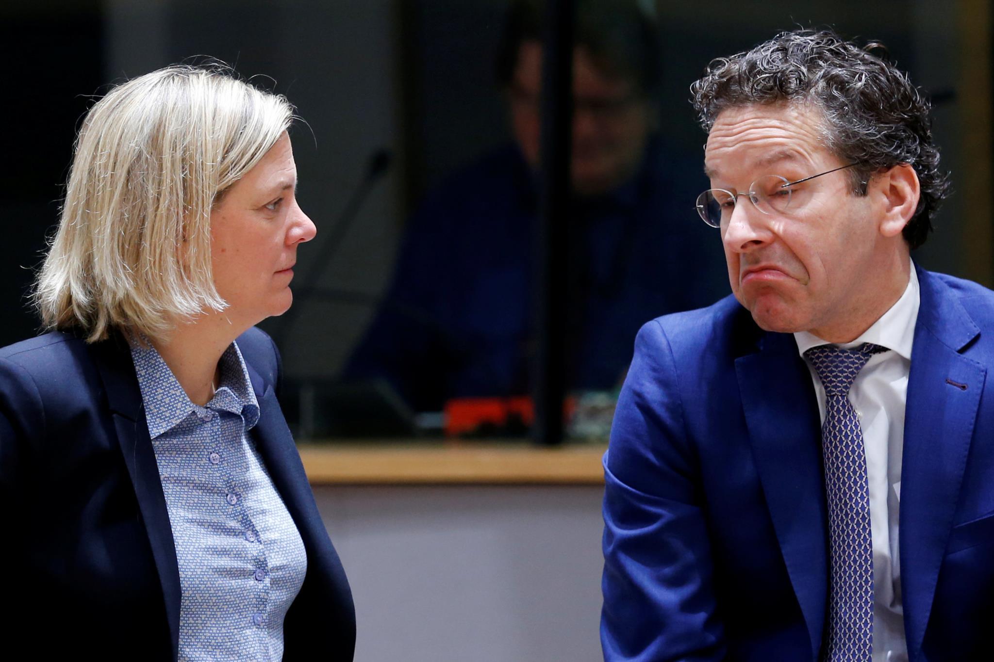 """PÚBLICO - Suécia """"revoltada"""" com Portugal por isentar pensionistas suecos de impostos"""