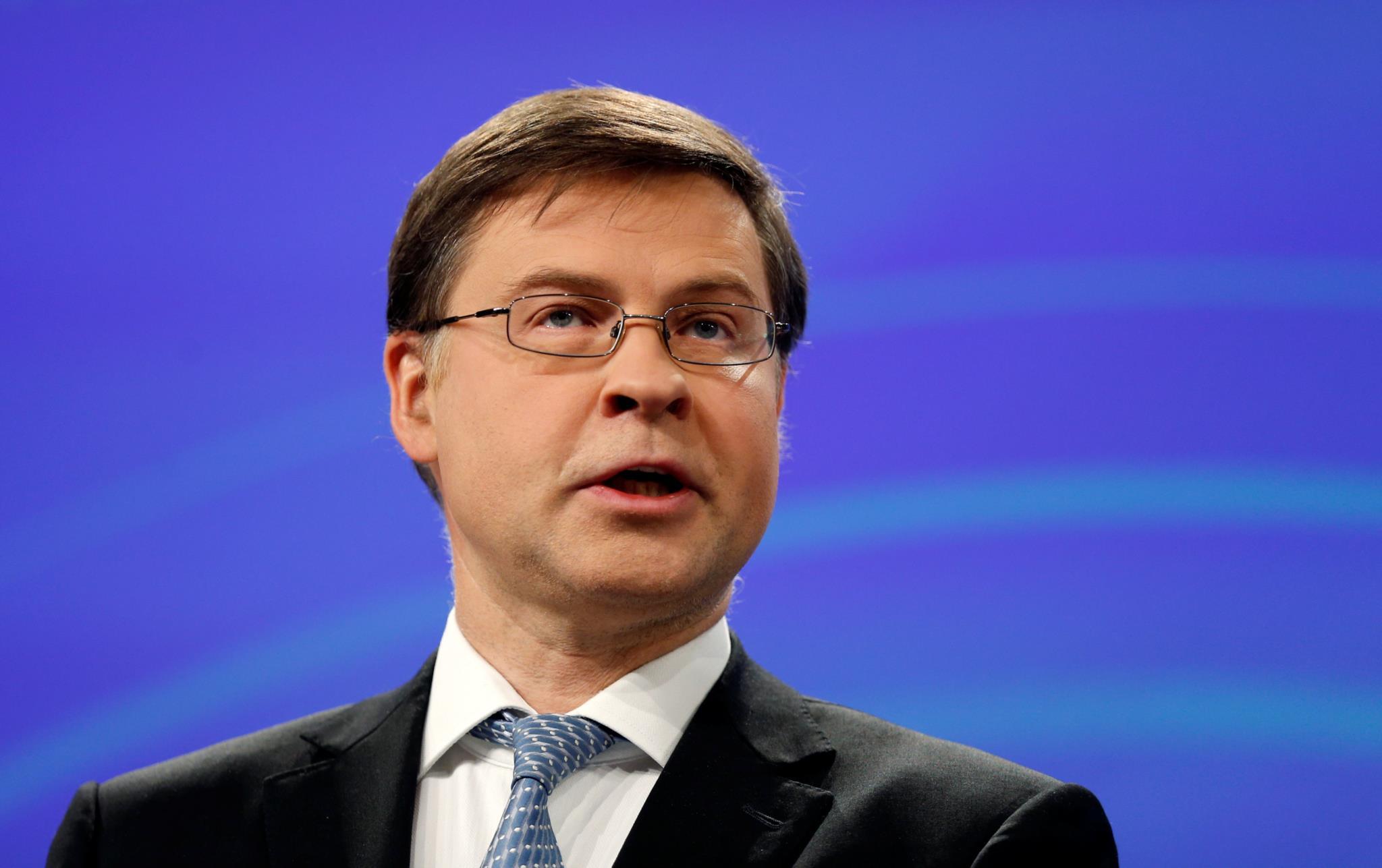 PÚBLICO - Dombrovskis admite saída de Portugal do procedimento por défice excessivo