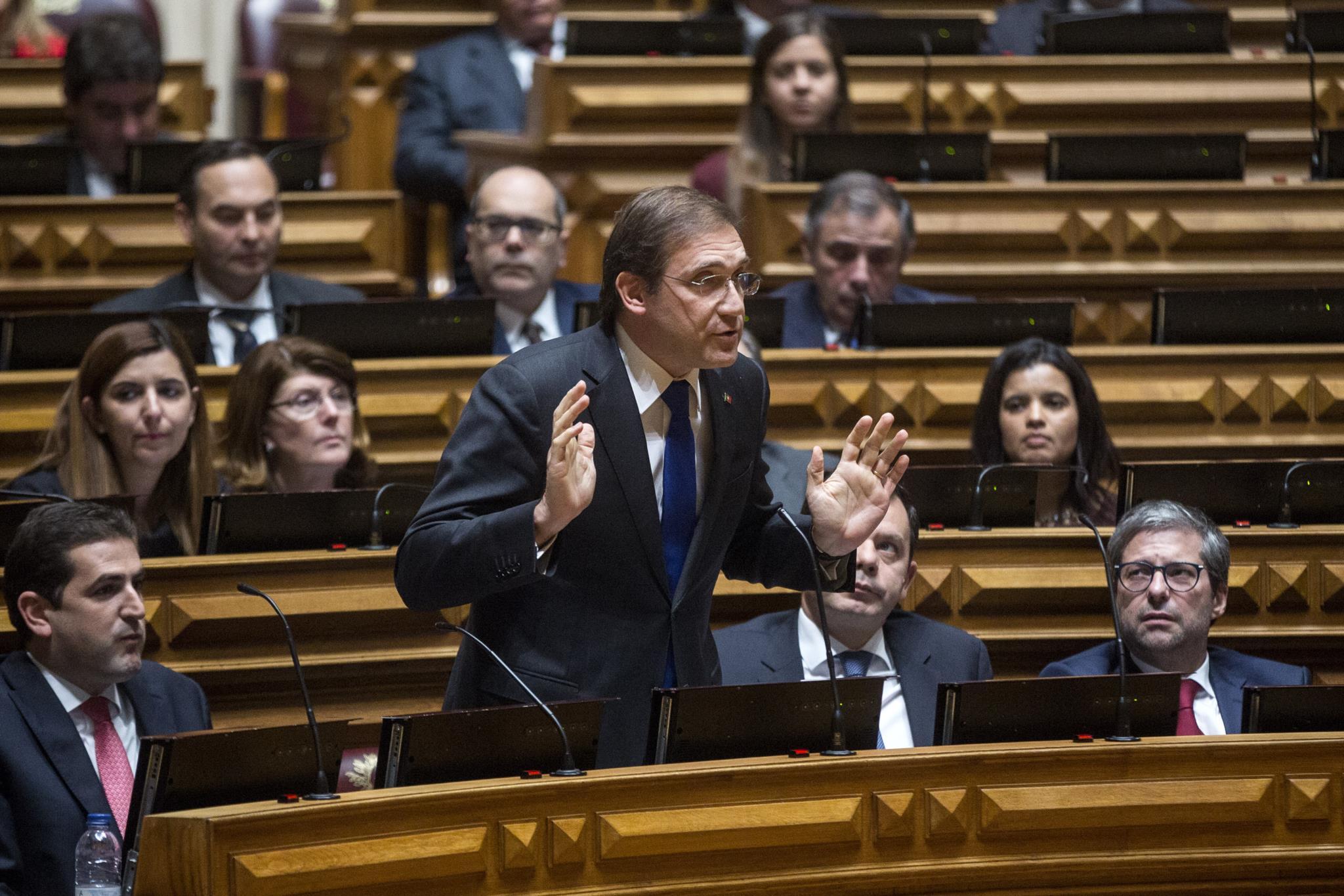 PÚBLICO - PSD e CDS centram nova comissão de inquérito na actuação do Governo