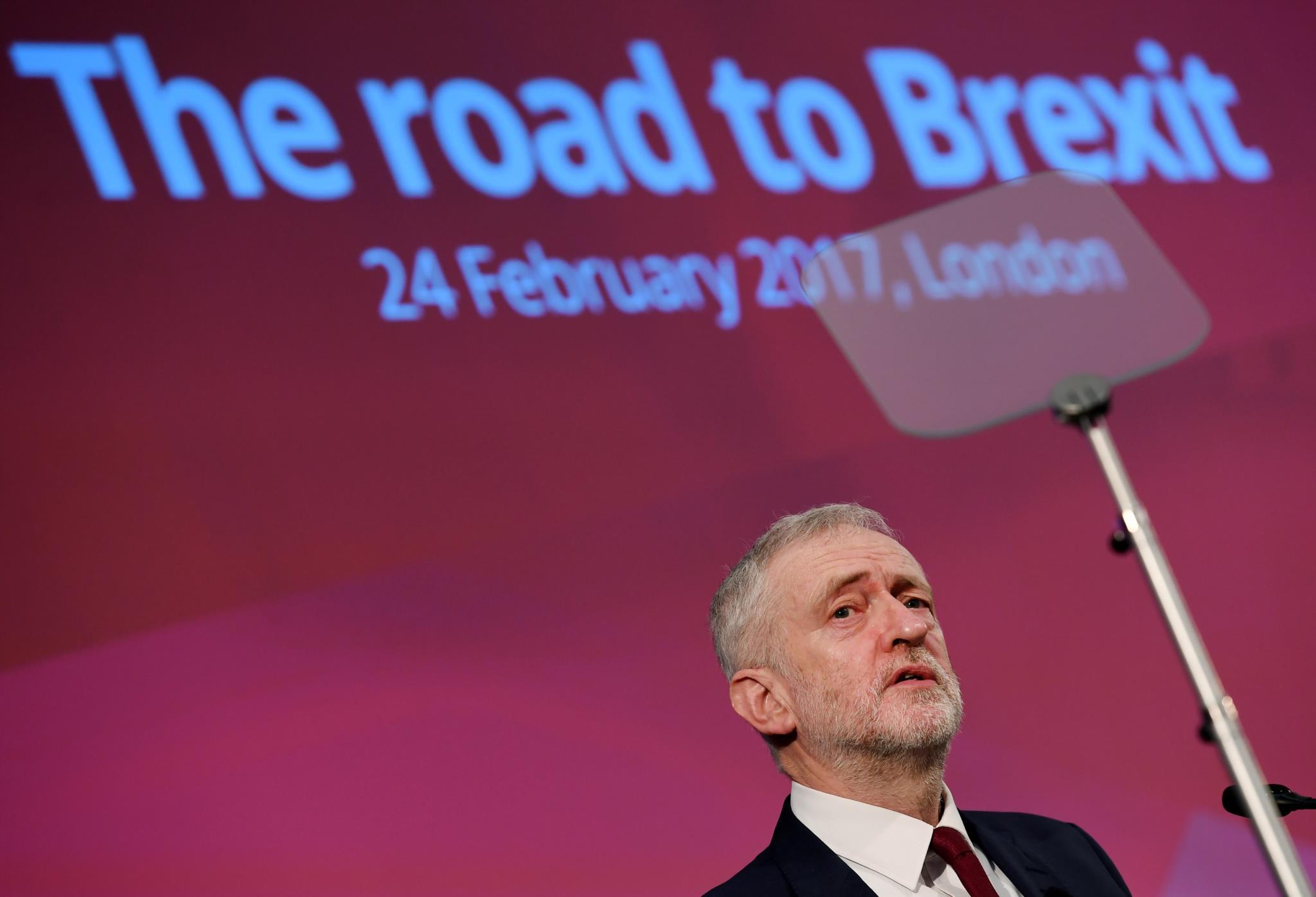 PÚBLICO - O triunfo de May ensombrou a meia vitória de Corbyn