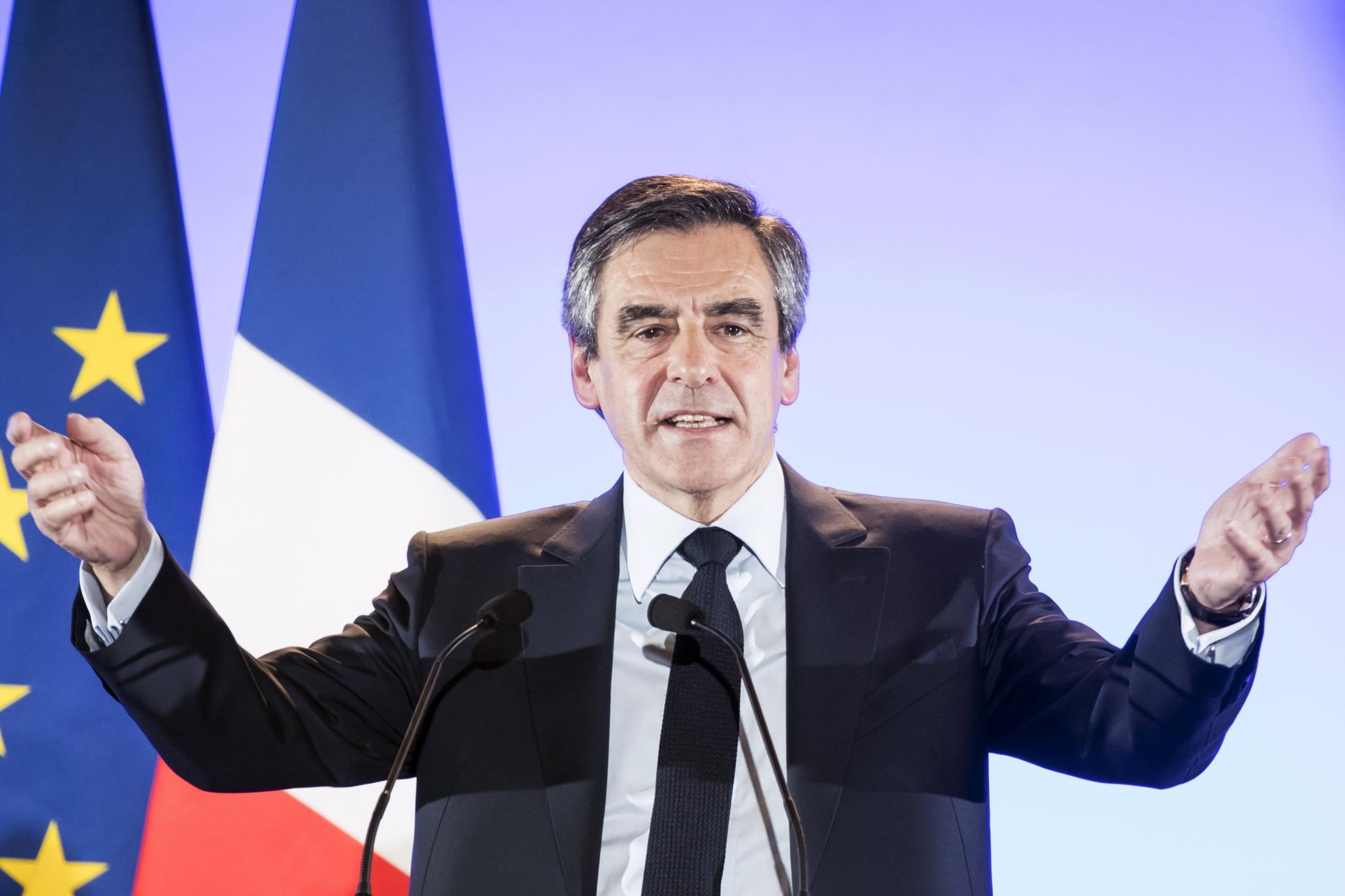 PÚBLICO - Justiça francesa aperta o cerco a François Fillon