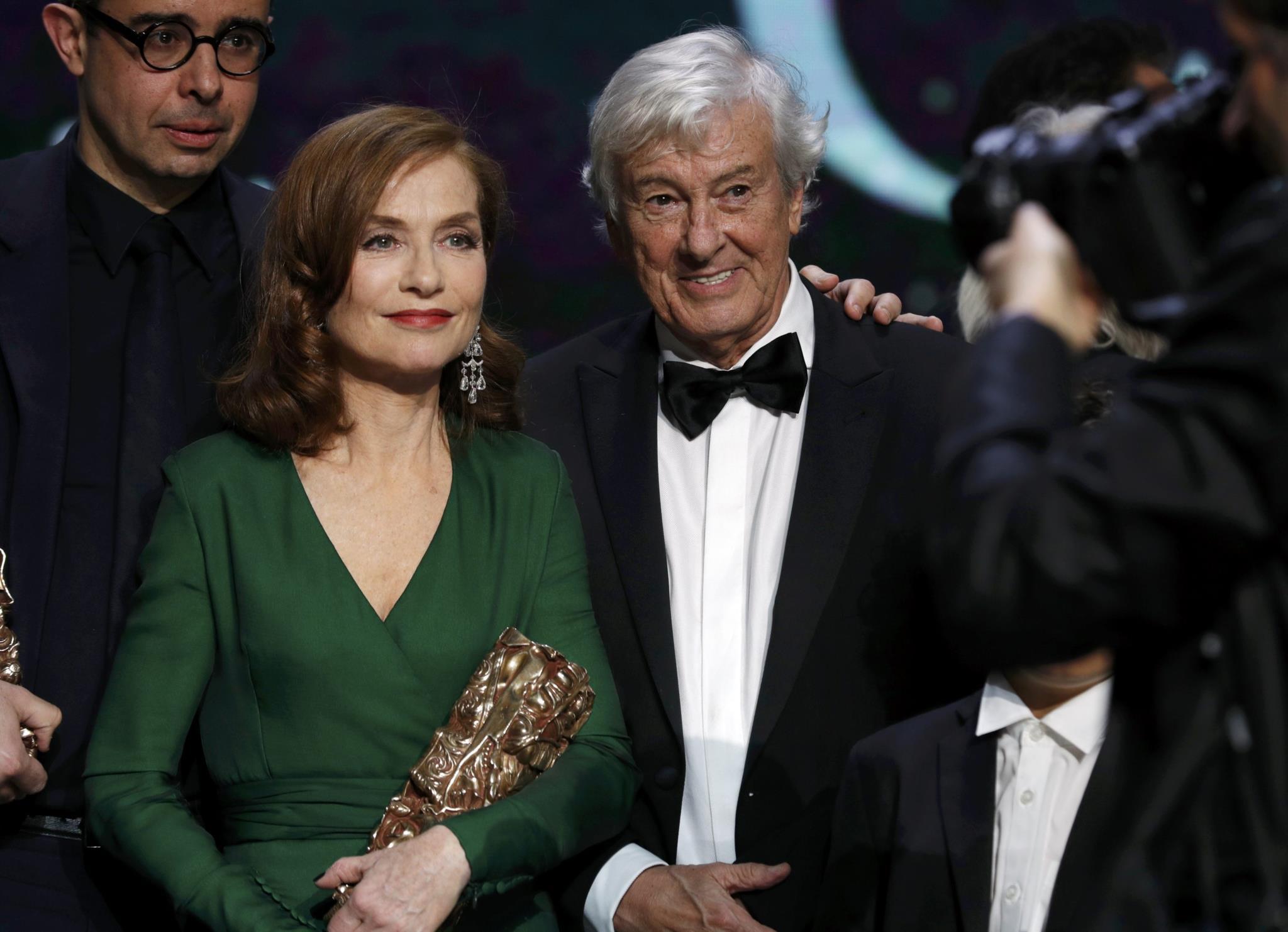 PÚBLICO - <i>Ela</i> ganha melhor filme e ela, Isabelle Huppert, também vence um César