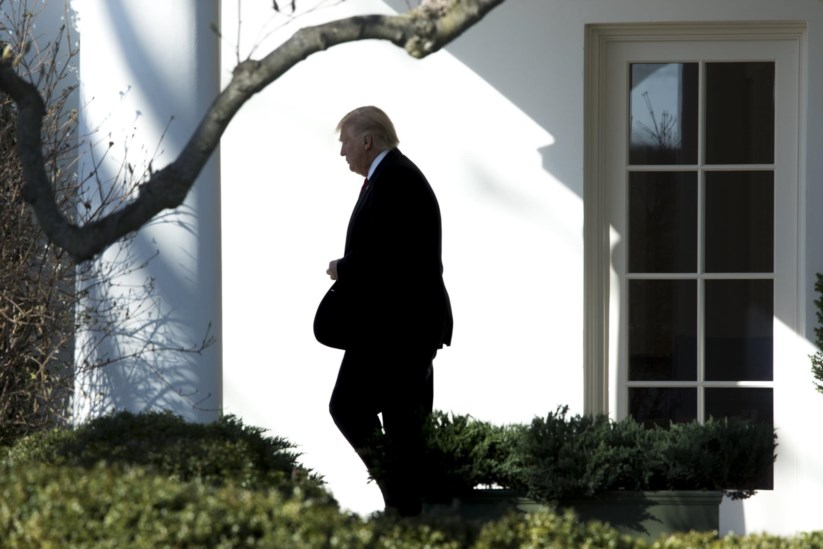 Donald Trump a sair da Casa Branca, esta sexta-feira, em direcção à conferência anual dos conservadores americanos onde foi discursar