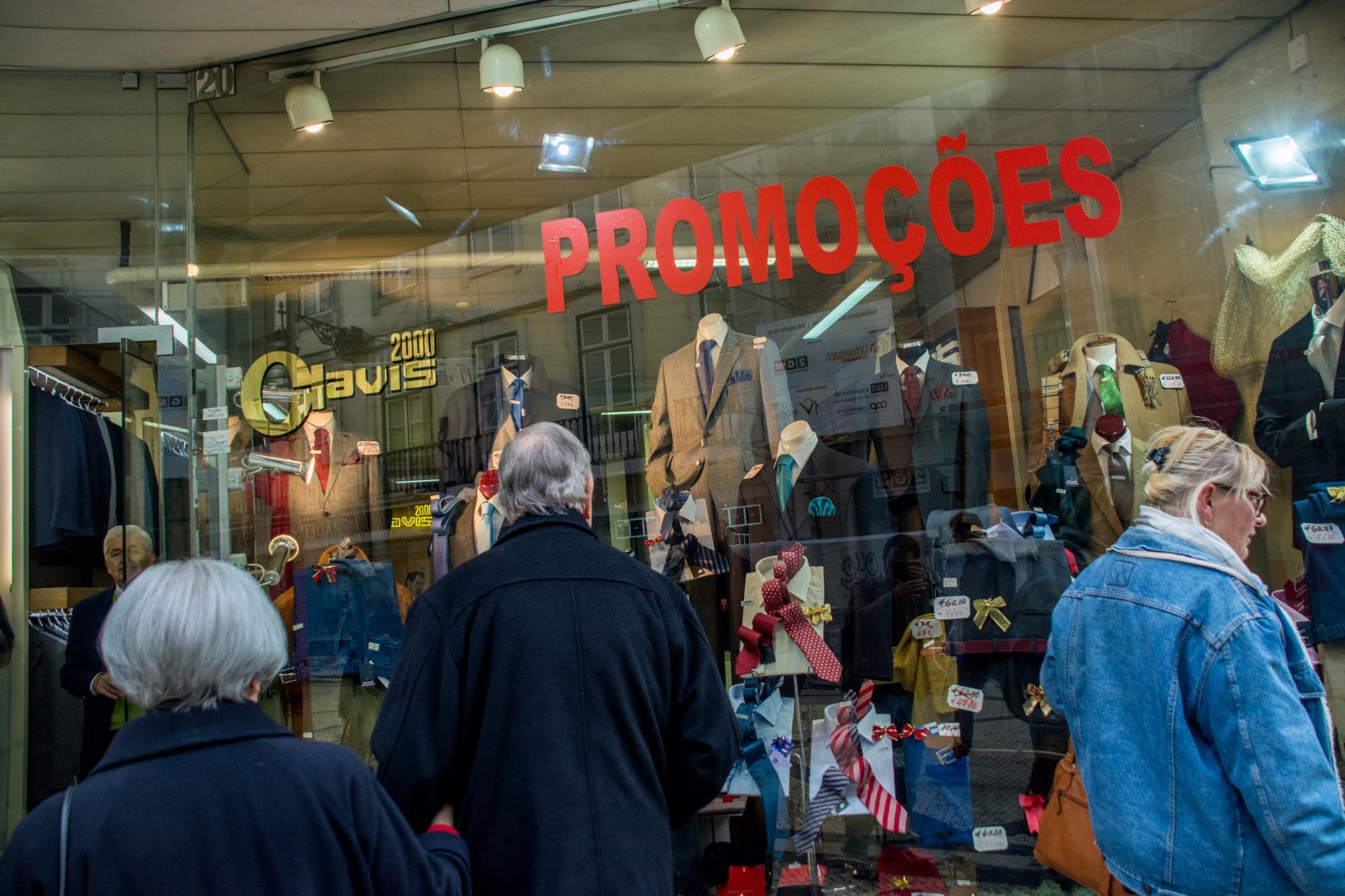 PÚBLICO - Economia afinal cresceu 2% no último trimestre