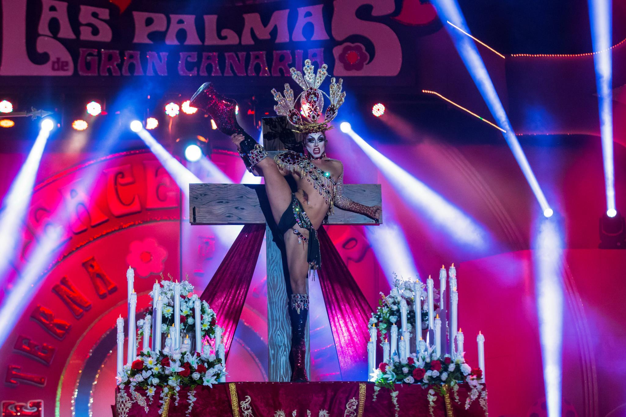PÚBLICO - Bispo espanhol compara gala <i>drag</i> com acidente de aviação