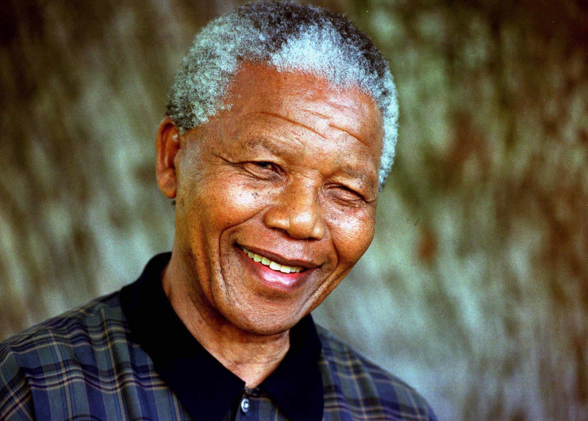 PÚBLICO - Segundo volume das memórias de Mandela sai no Outono
