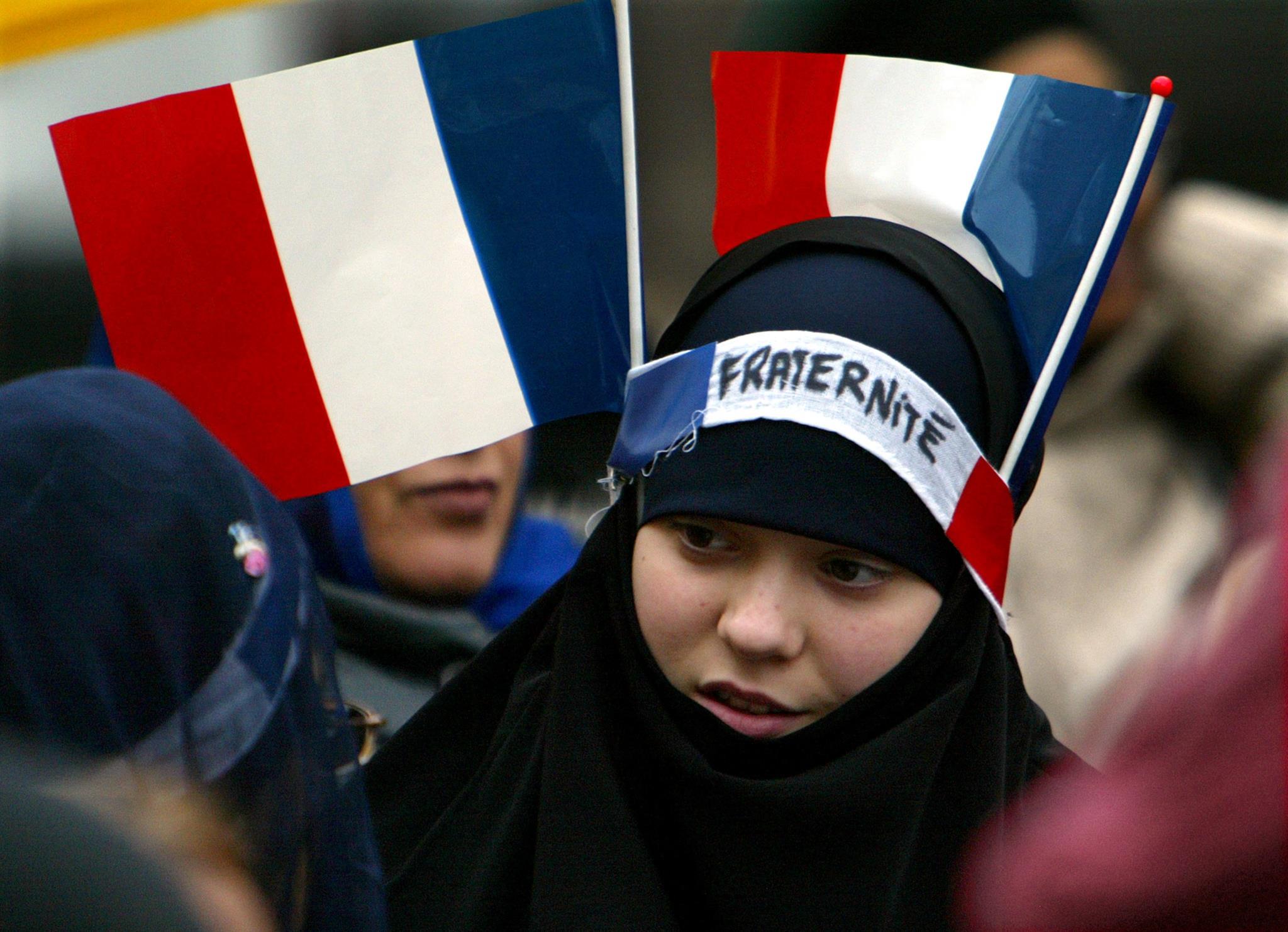 A França proíbe o véu nas escolas desde 2004