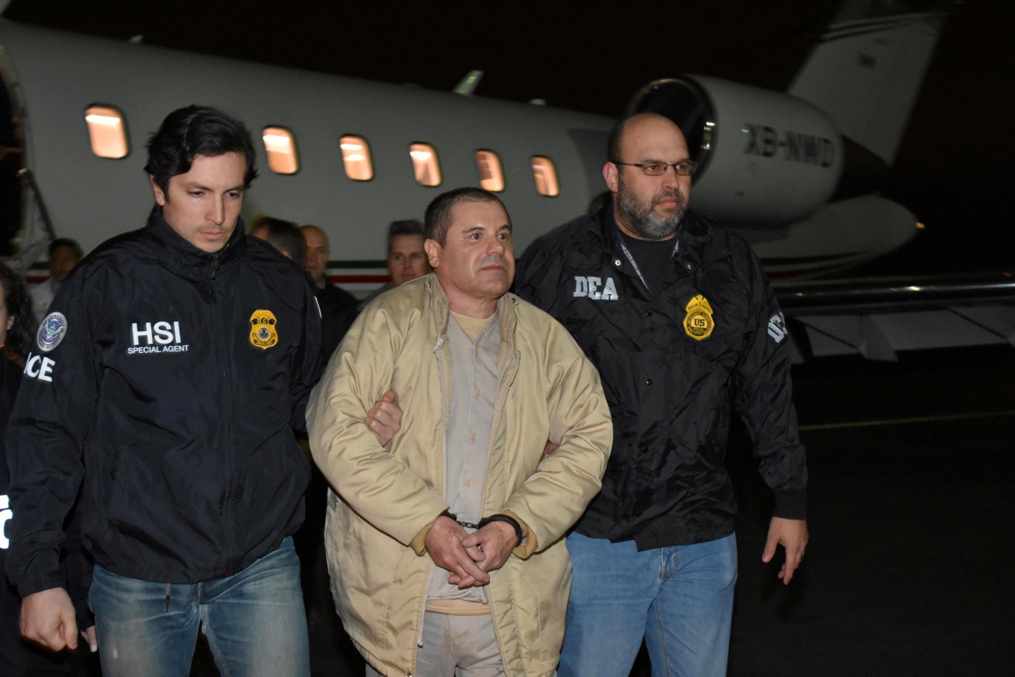 A chegada de Joaquín Guzmán a Nova Iorque, após a sua extradição.
