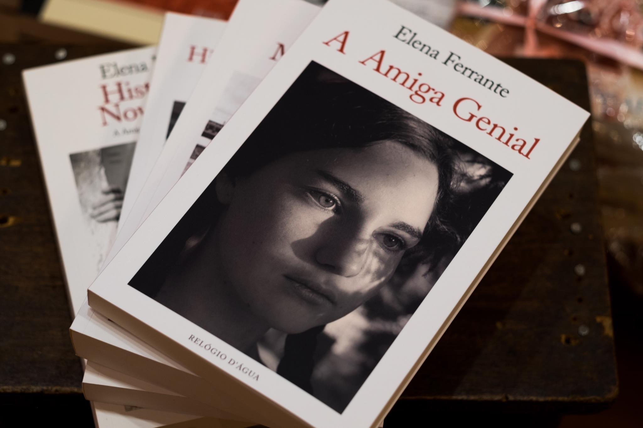 PÚBLICO - <i>História da Menina Perdida</i>, de Elena Ferrante, é o Livro do Ano Bertrand