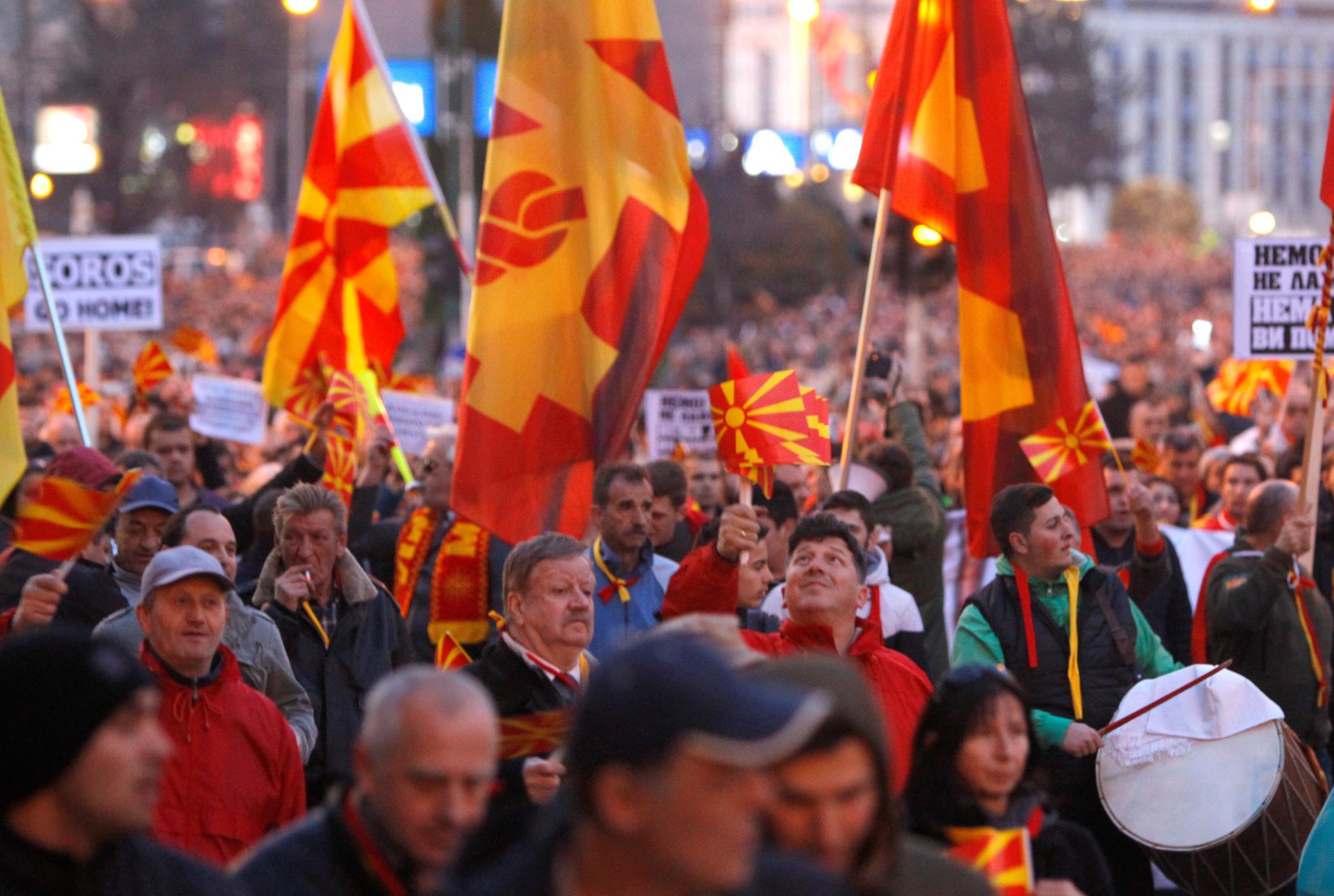 PÚBLICO - A Macedónia entrou no limiar entre crise política e conflito étnico