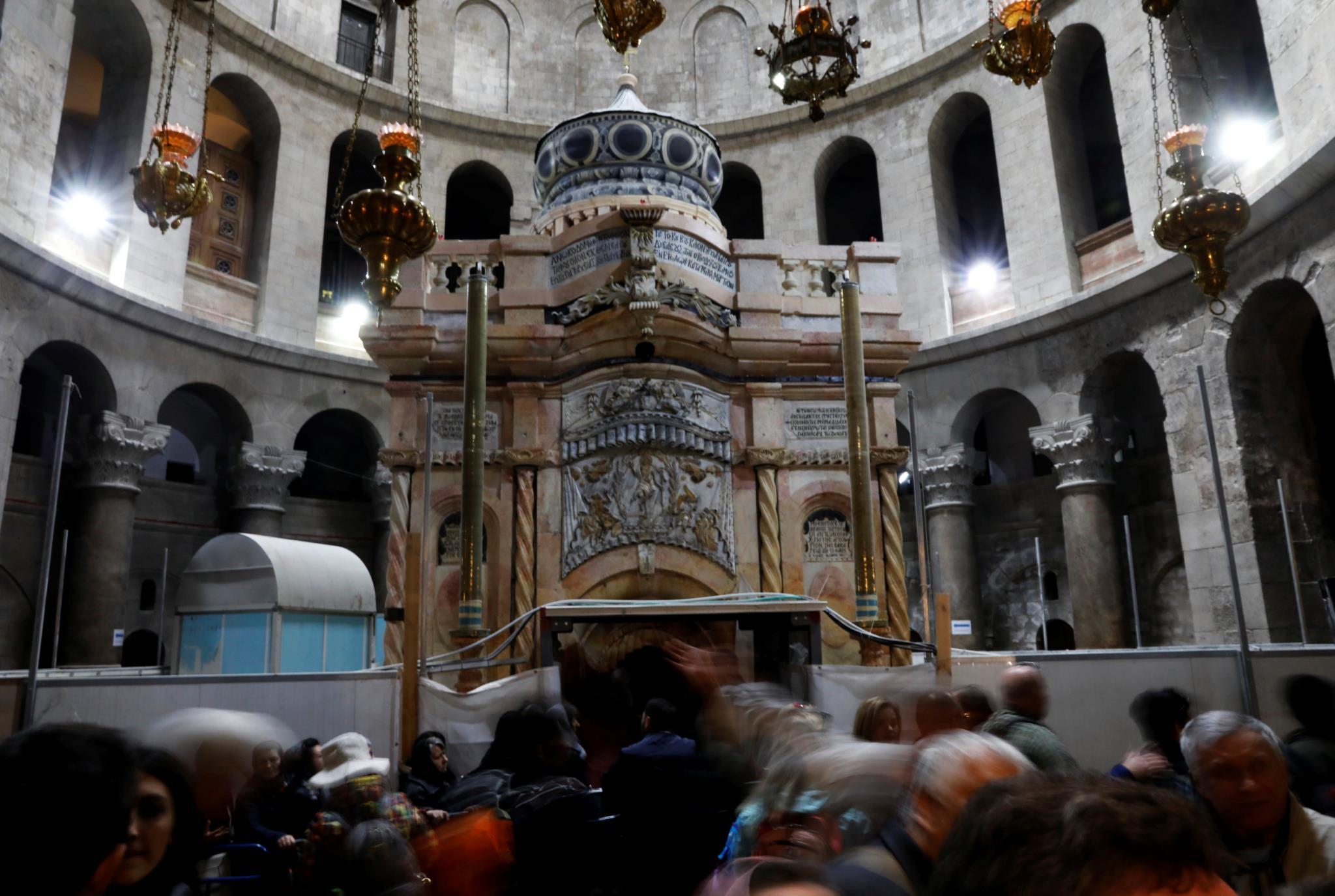 PÚBLICO - E ao nono mês, o túmulo de Cristo renasceu