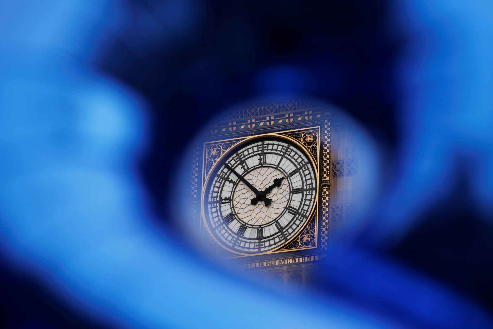 PÚBLICO - A hora muda no domingo. Veja algumas dicas para se adaptar