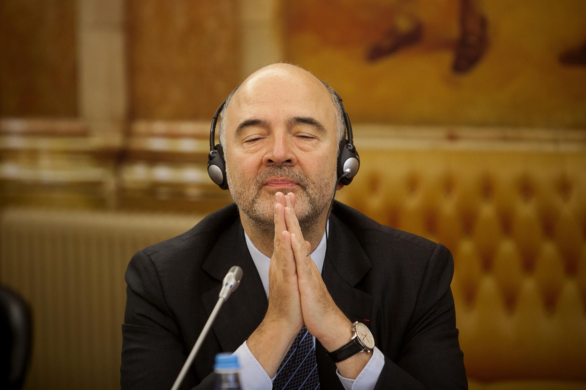 """PÚBLICO - Portugal """"sairá em breve"""" do procedimento por défice excessivo, diz Moscovici"""