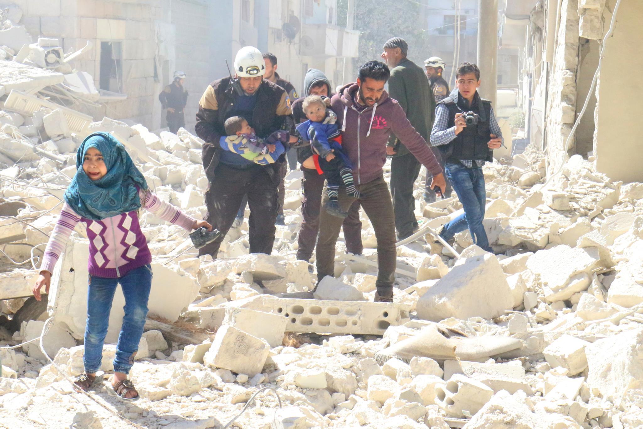 PÚBLICO - Síria: pelo menos 16 mortos em ataques aéreos contra prisão
