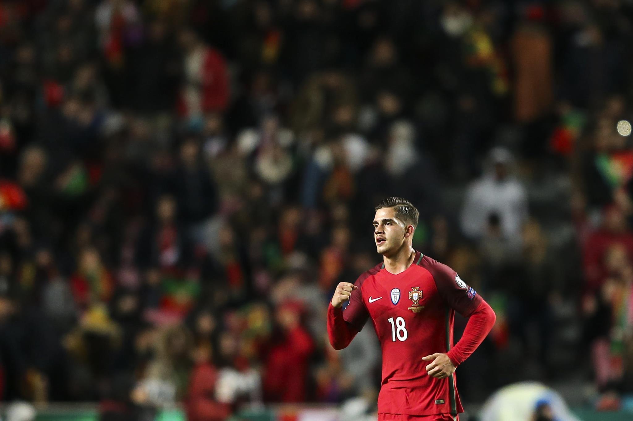 PÚBLICO - André Silva supera Eusébio, Ronaldo e Pauleta na selecção
