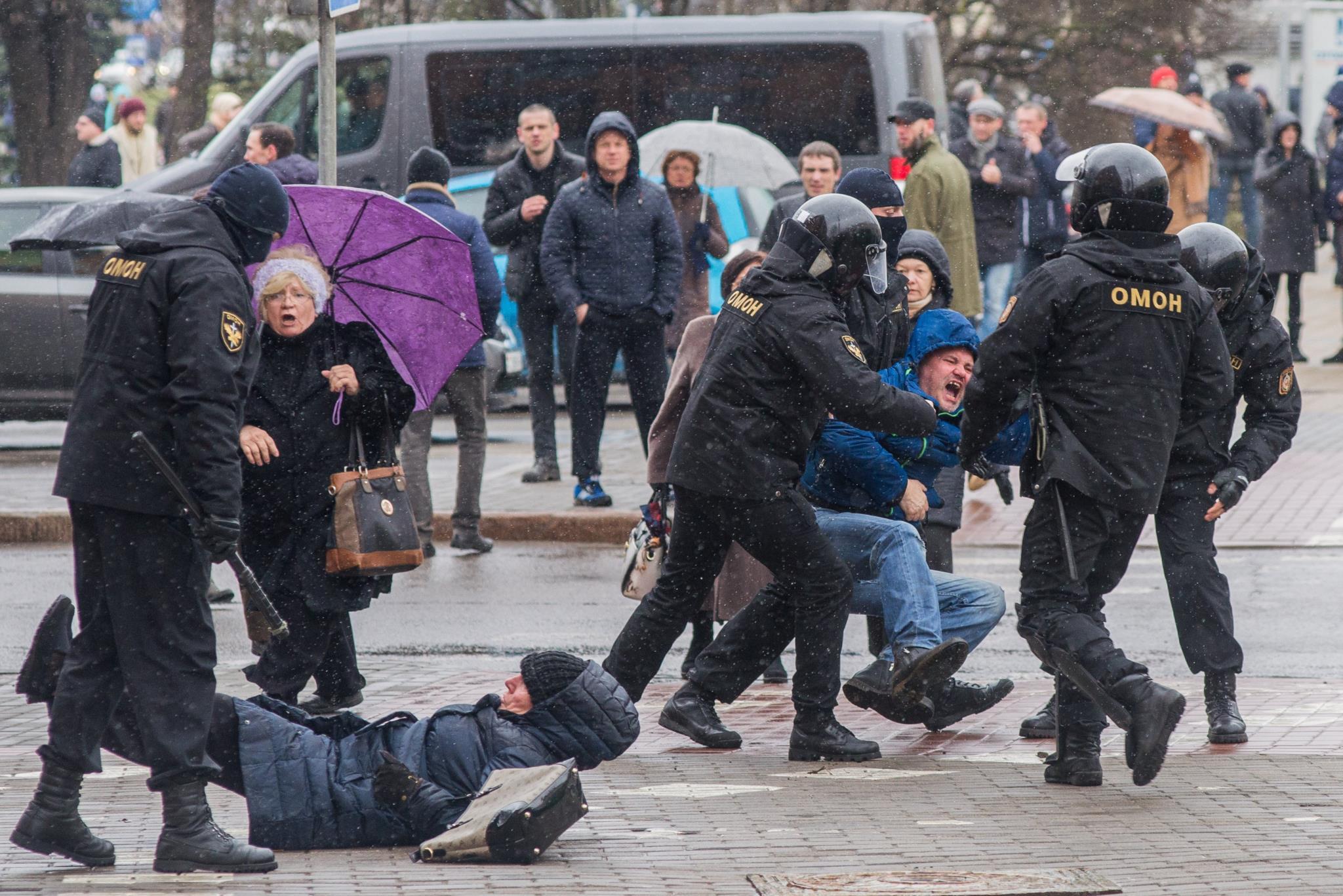 """PÚBLICO - Os """"parasitas sociais"""" estão a pôr Lukashenko em xeque"""