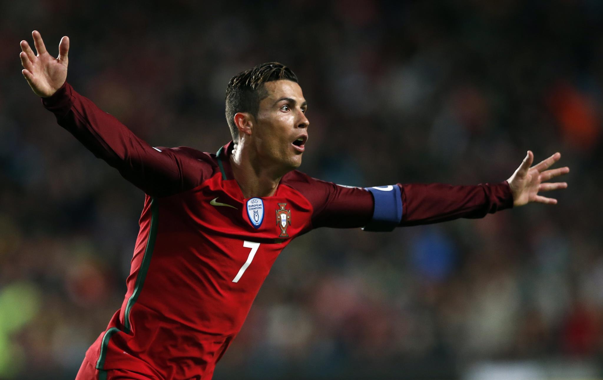 PÚBLICO - Cristiano Ronaldo vs. Alberto João Jardim