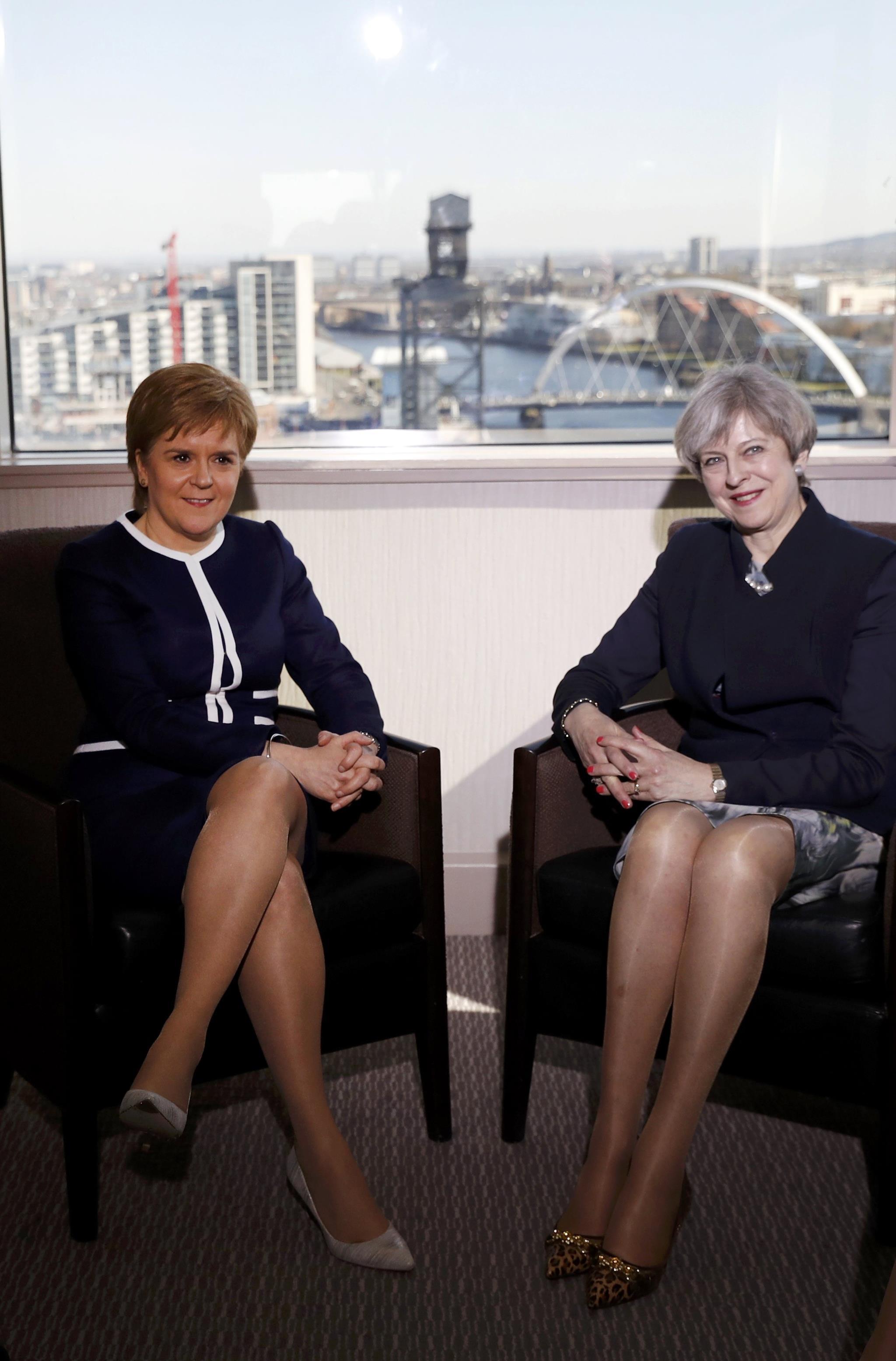 """PÚBLICO - """"Unidos, somos uma força imparável"""", diz Theresa May na Escócia"""
