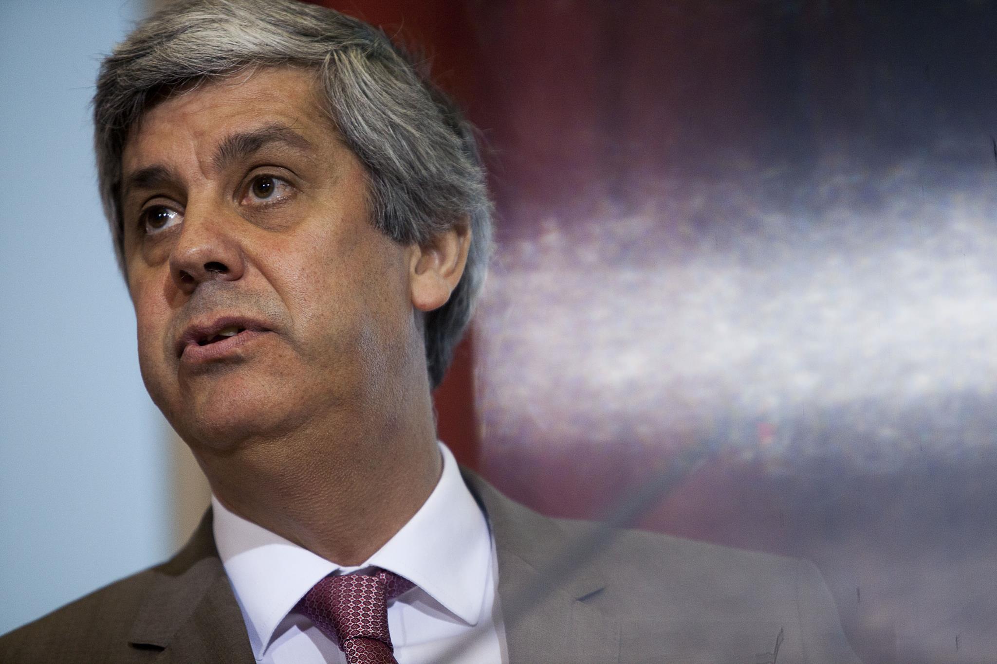 PÚBLICO - Receita fiscal e juros ajudam execução orçamental de Fevereiro