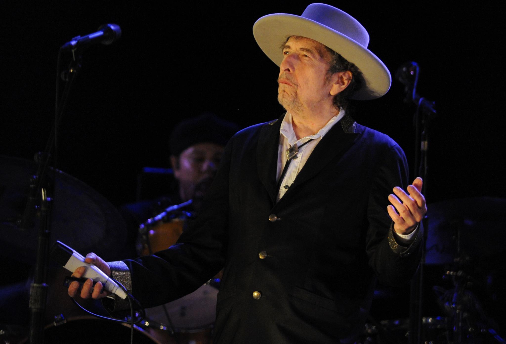 "PÚBLICO - ""Boas notícias sobre Dylan"": Academia vai finalmente entregar o Nobel este fim-de-semana"