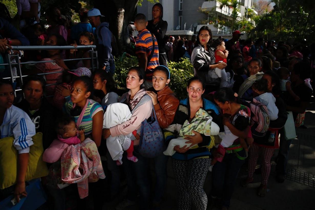"""Um povo em fila para seguir a """"dieta de Maduro"""""""