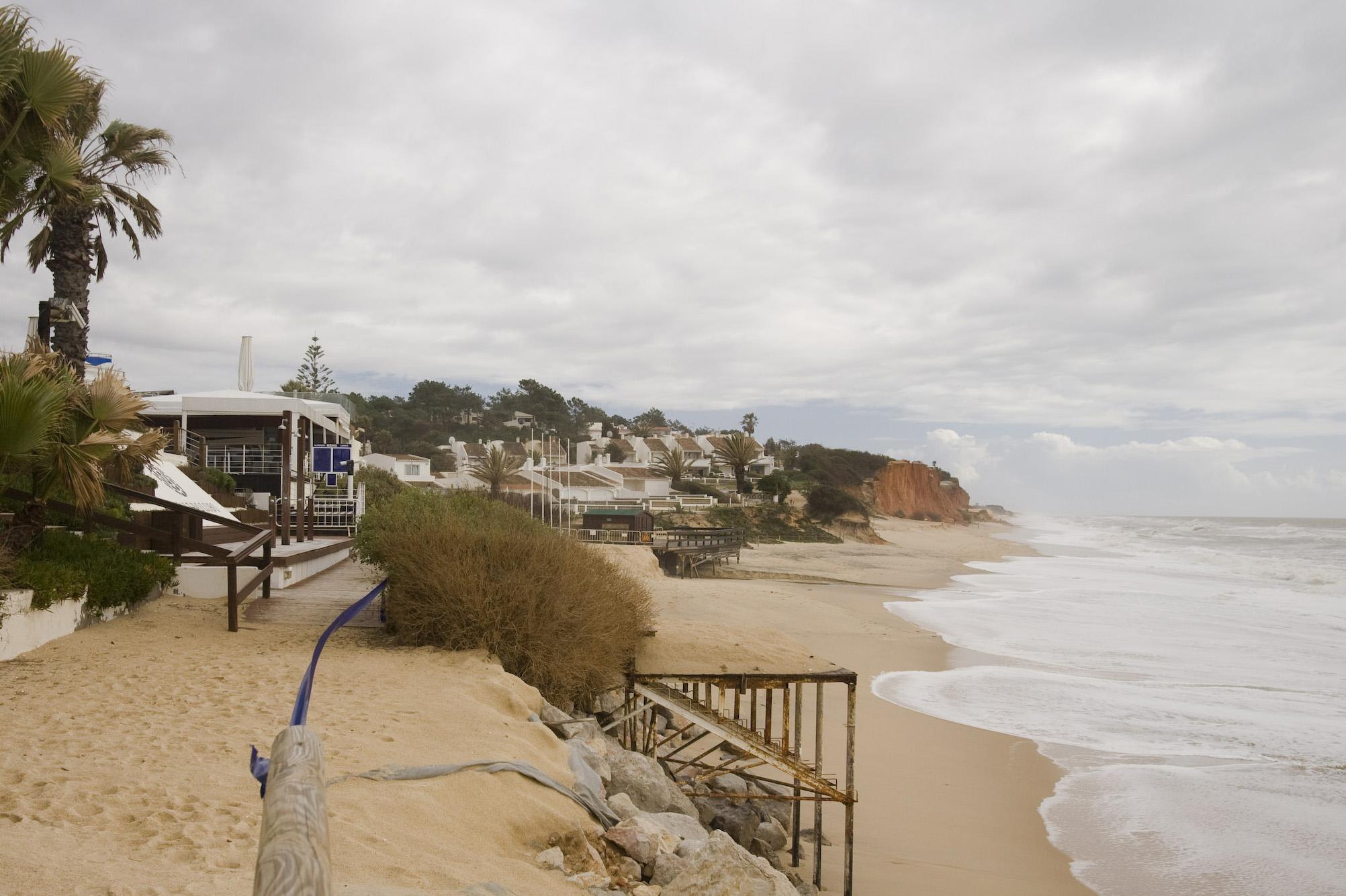 O conhecido resort de Vale do Lobo está parcialmente ameaçado pela subida das águas do mar