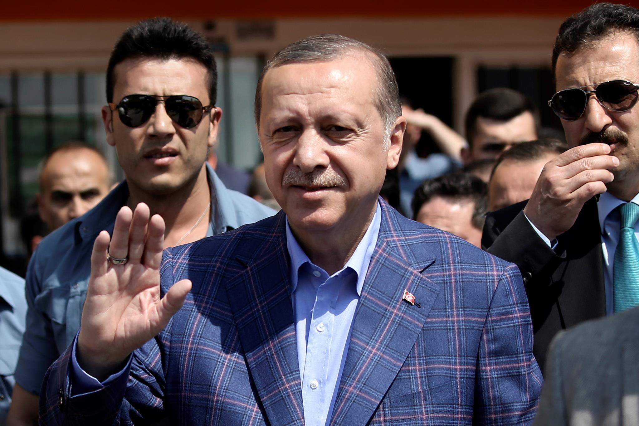 """O Presidente, Recep Tayyip Erdogan, depois de votar em Istambul: """"Este não é um referendo qualquer"""""""