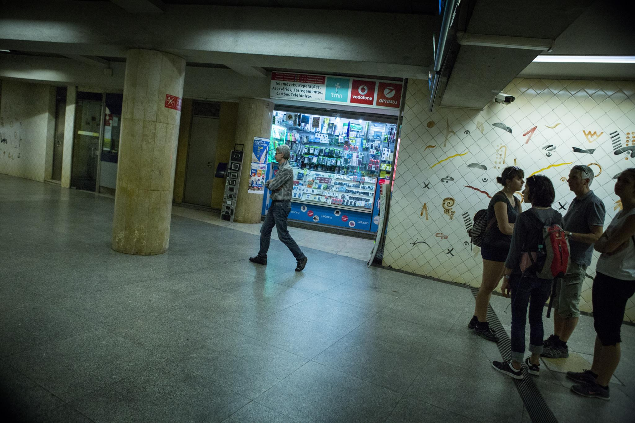 PÚBLICO - Artista põe Metro de Lisboa em tribunal por retirar azulejos do Martim Moniz