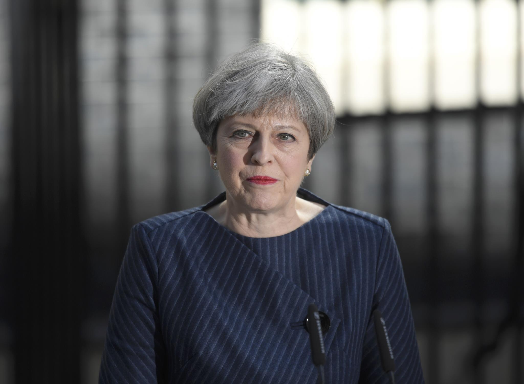 Theresa May fez anúncio à porta do número 10 de Downing Street