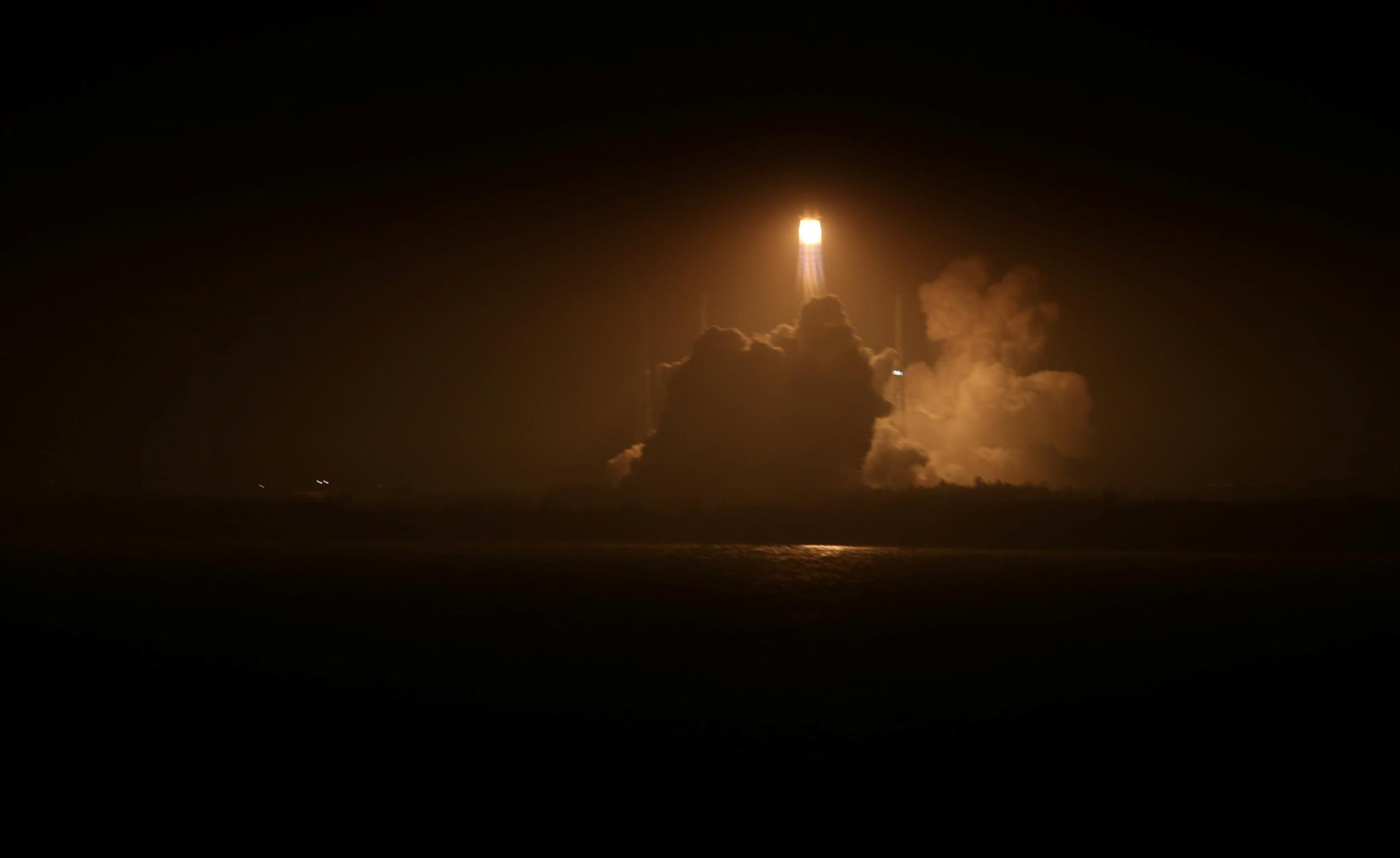 Foguetão Longa Marcha a descolar para levar para o espaço o cargueiro espacial chinês <i>Tianzhou 1</i>