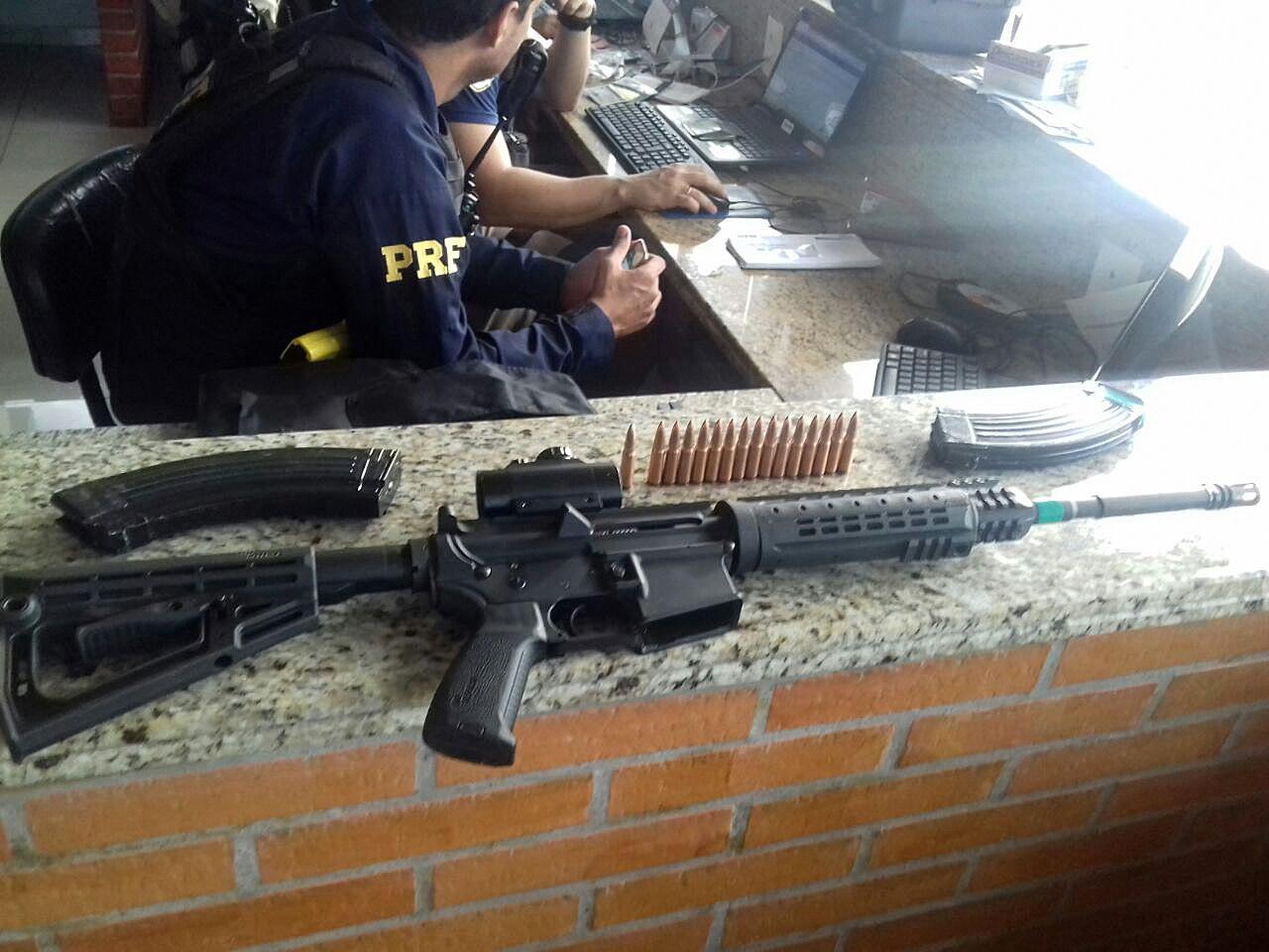 PÚBLICO - Polícia brasileira mata três suspeitos de assalto que rendeu 36 milhões de euros