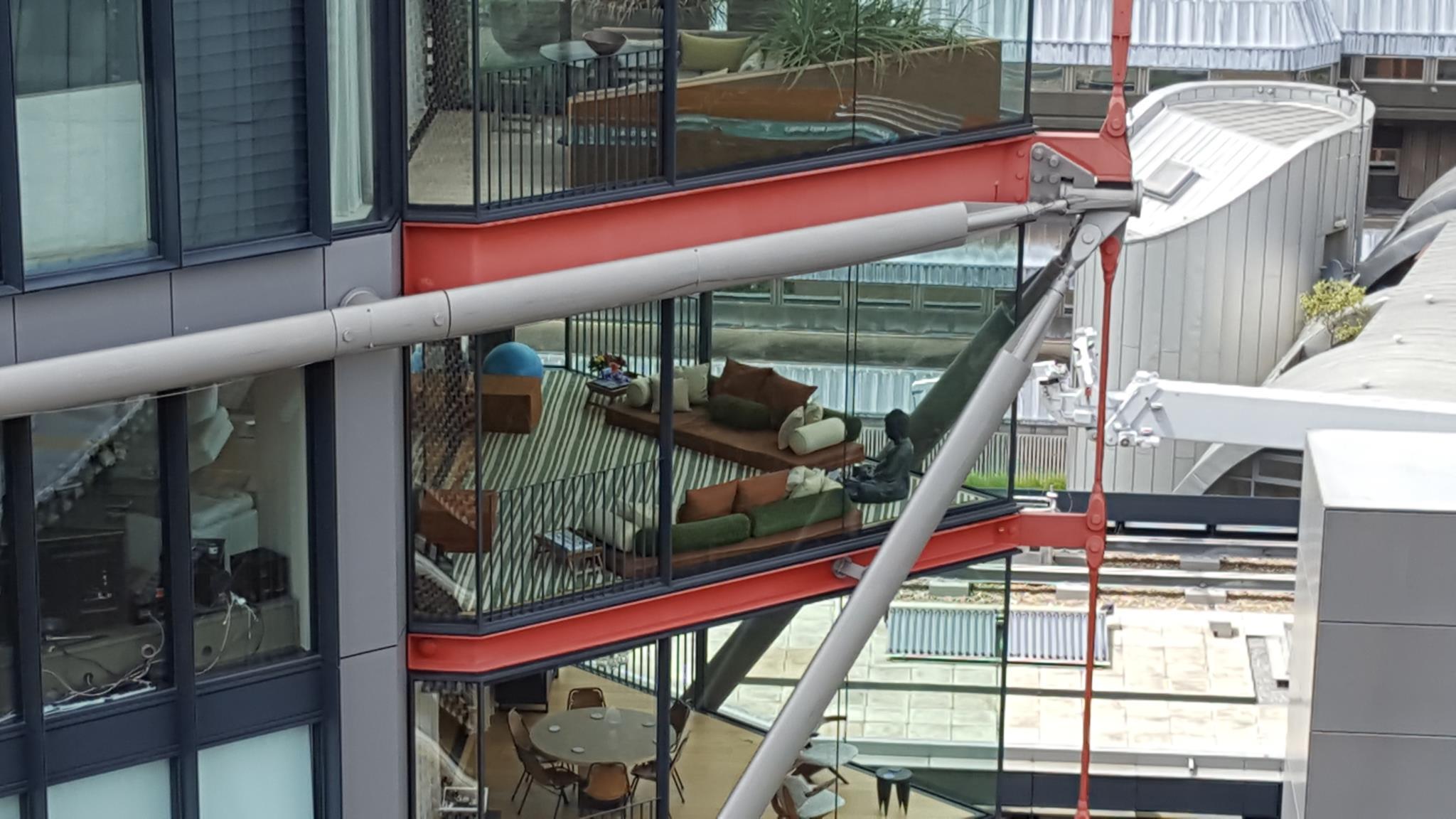 PÚBLICO - E se a sua sala de estar estivesse exposta na Tate Modern?