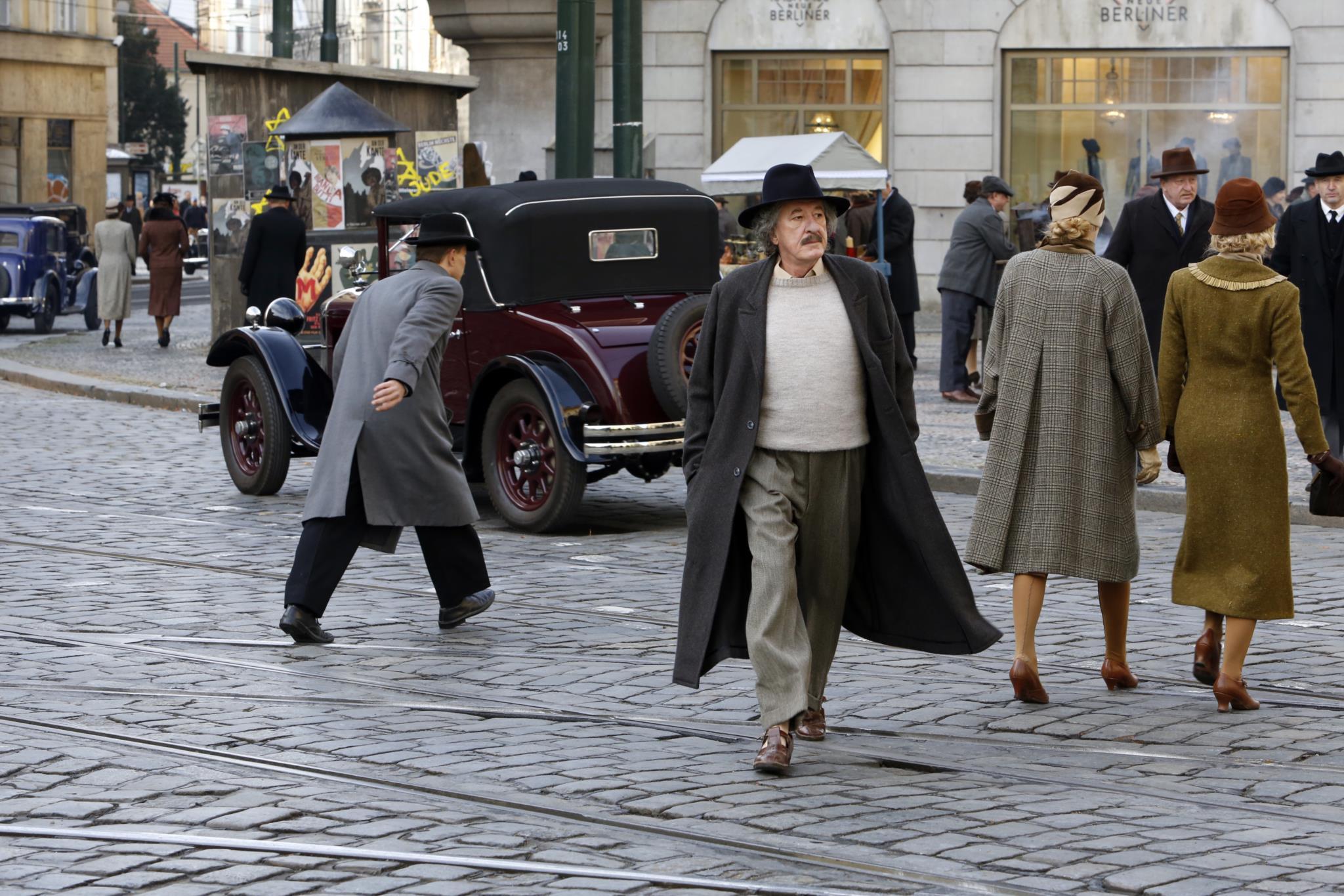 PÚBLICO - Einstein apanhado com as calças na mão
