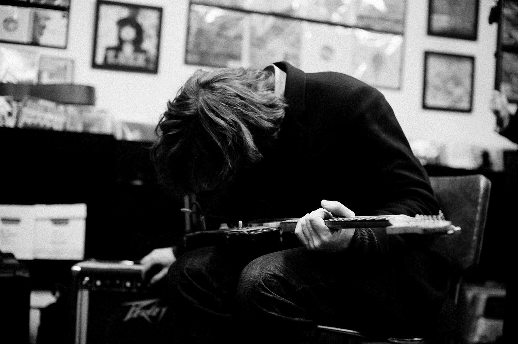 """PÚBLICO - """"A música, a poesia e a arte podem ser alternativas à energia negativa do mundo"""""""