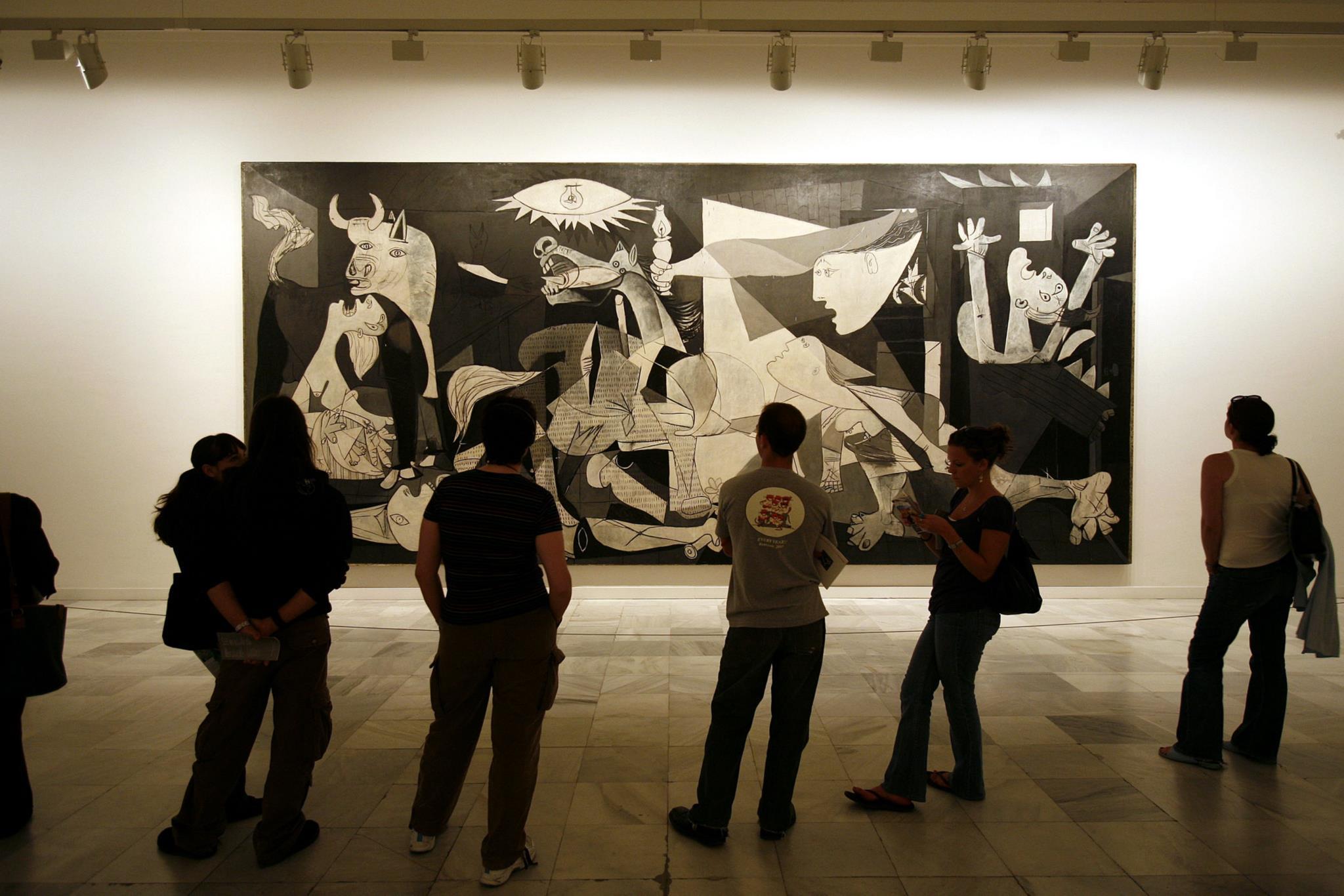 PÚBLICO - Madrid desmantela mausoléu que glorificava participação nazi no massacre de Guernica
