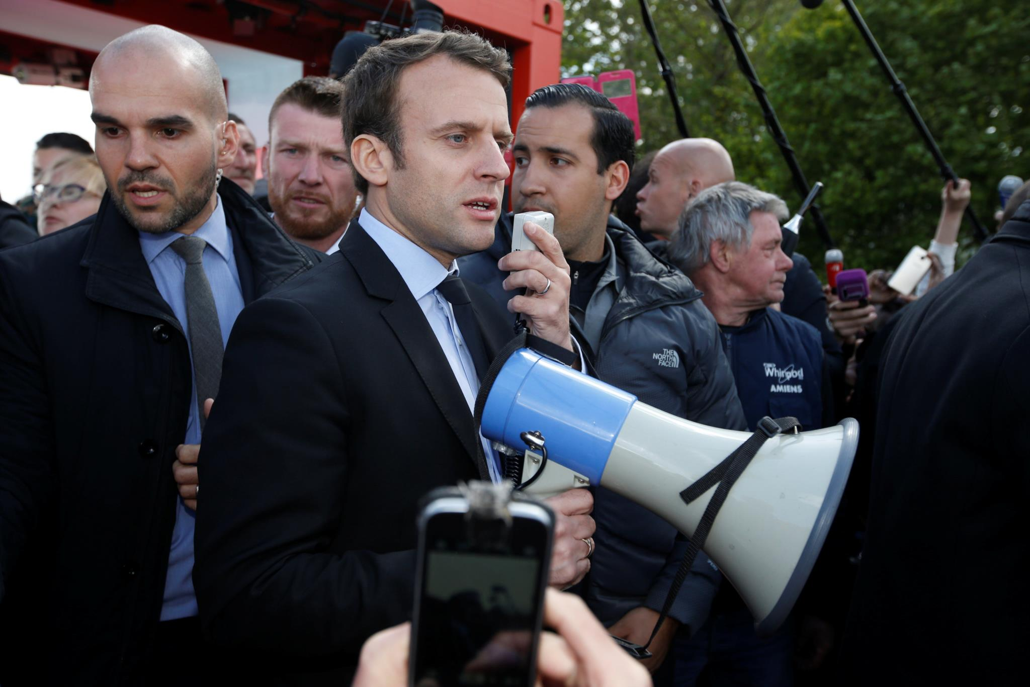 Mélenchon não vai apoiar Macron, Le Pen aproveita