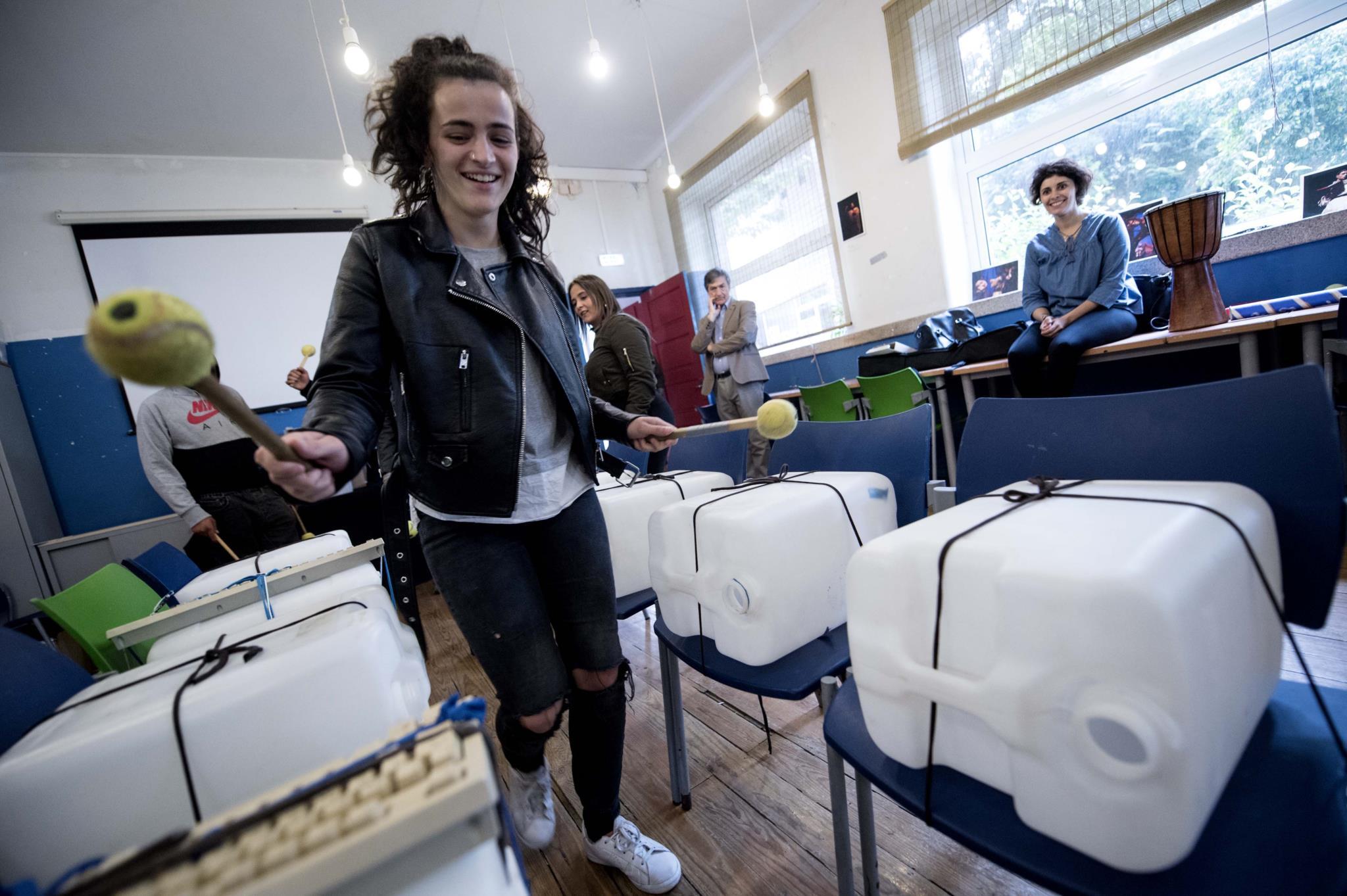 PÚBLICO - Escola chamou os alunos que tinham desistido e agora é exemplo na Europa