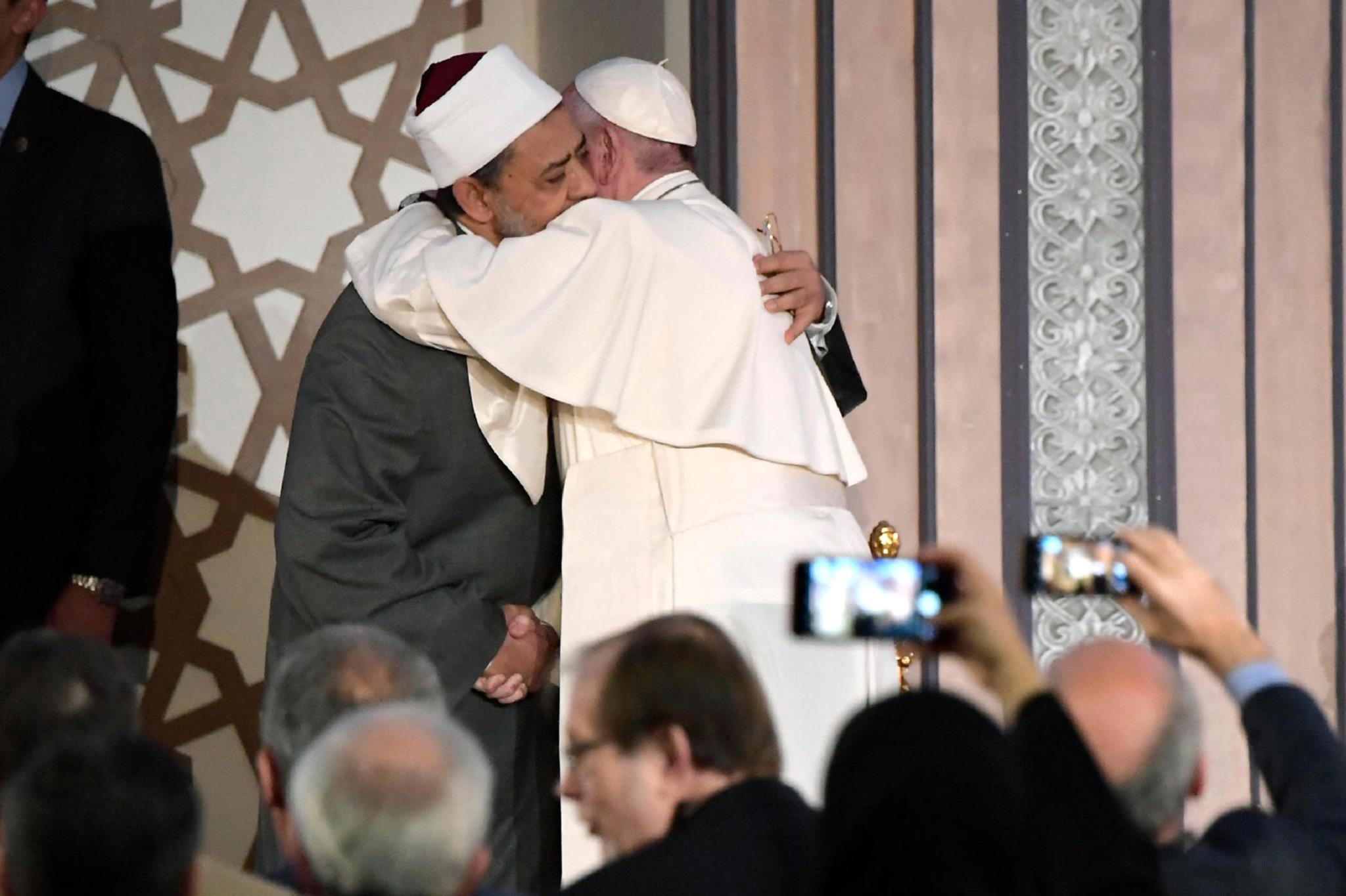 PÚBLICO - No Egipto, Papa pede o fim da violência em nome da religião