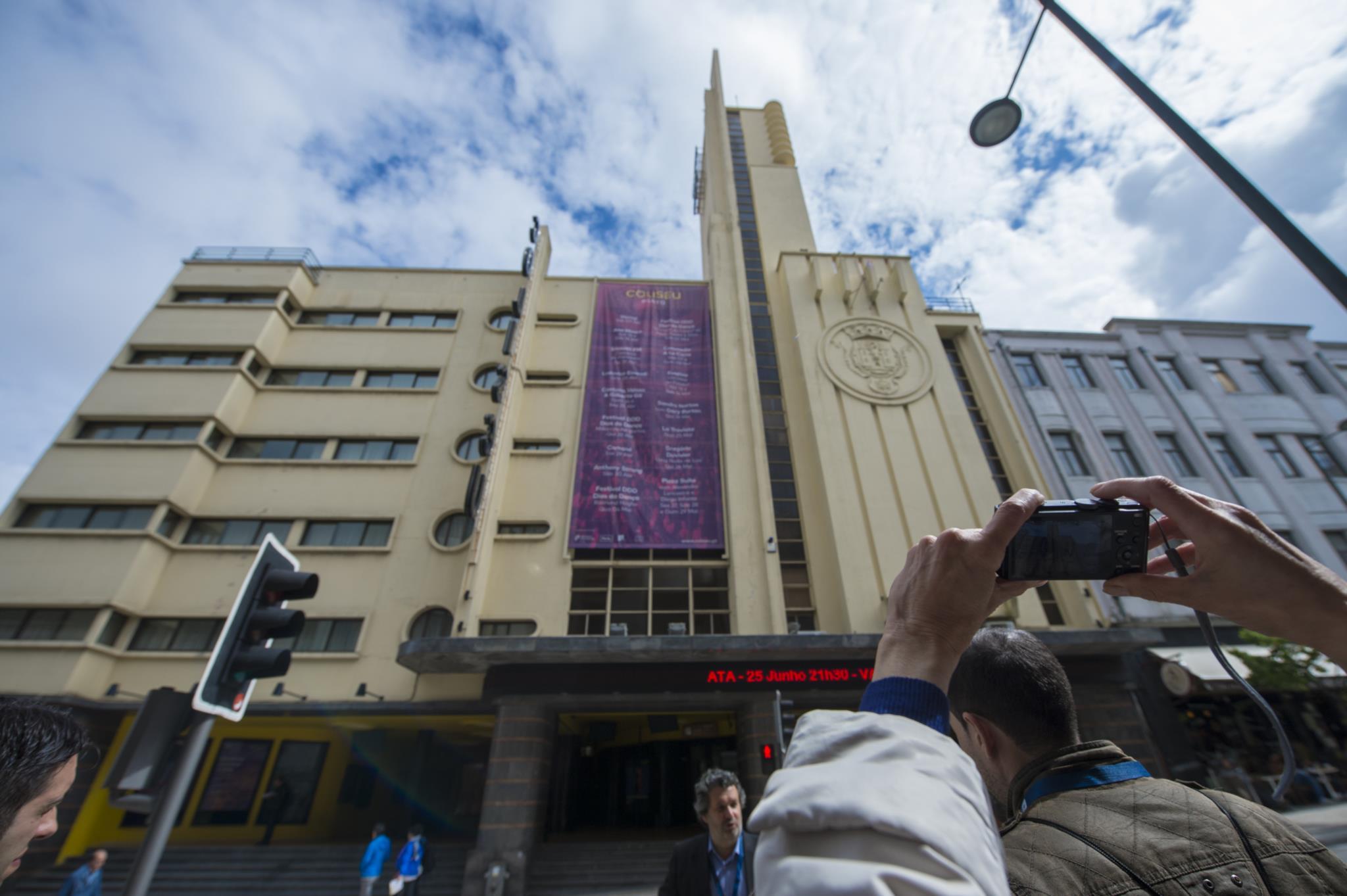 PÚBLICO - Requalificação do Coliseu do Porto pode custar dez milhões de euros