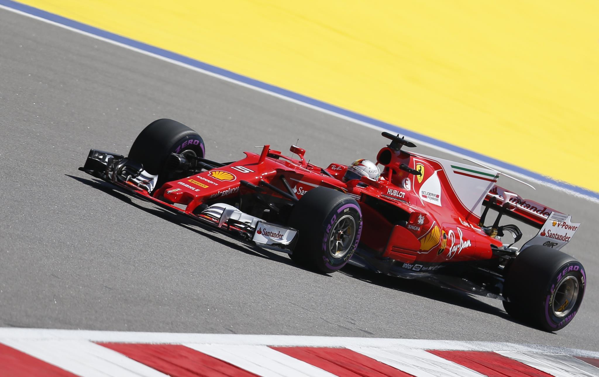 PÚBLICO - Vettel garante <i>pole position</i> em Sochi