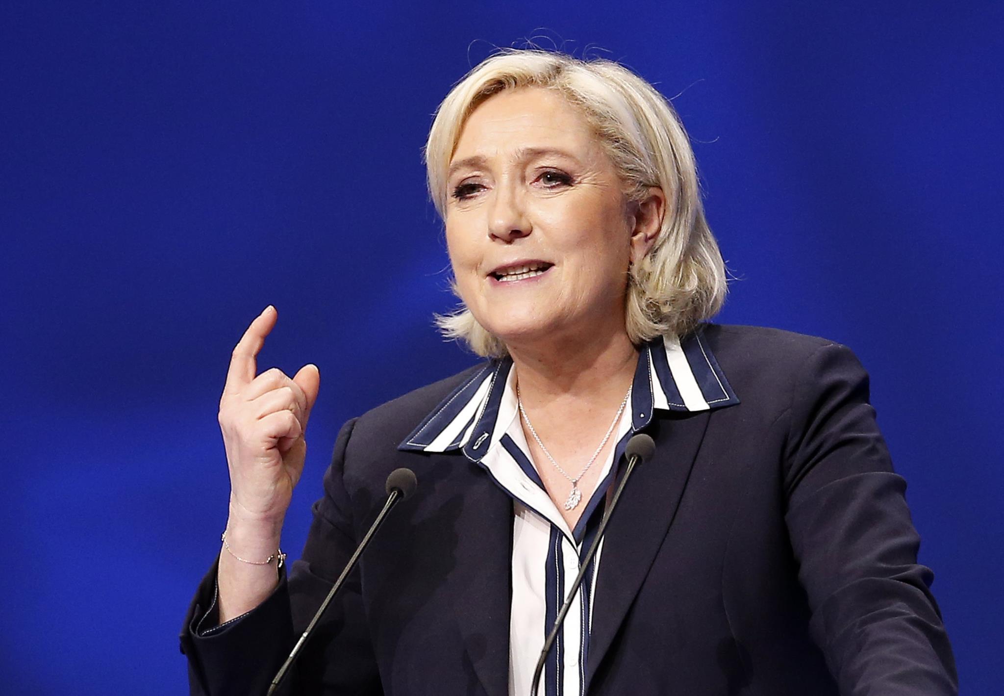 """PÚBLICO - """"O euro está morto"""", diz Le Pen, que propõe duas moedas para França"""